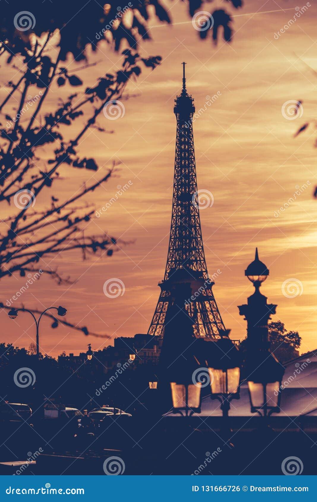 Torre Eiffel sob o por do sol 2 de Paris