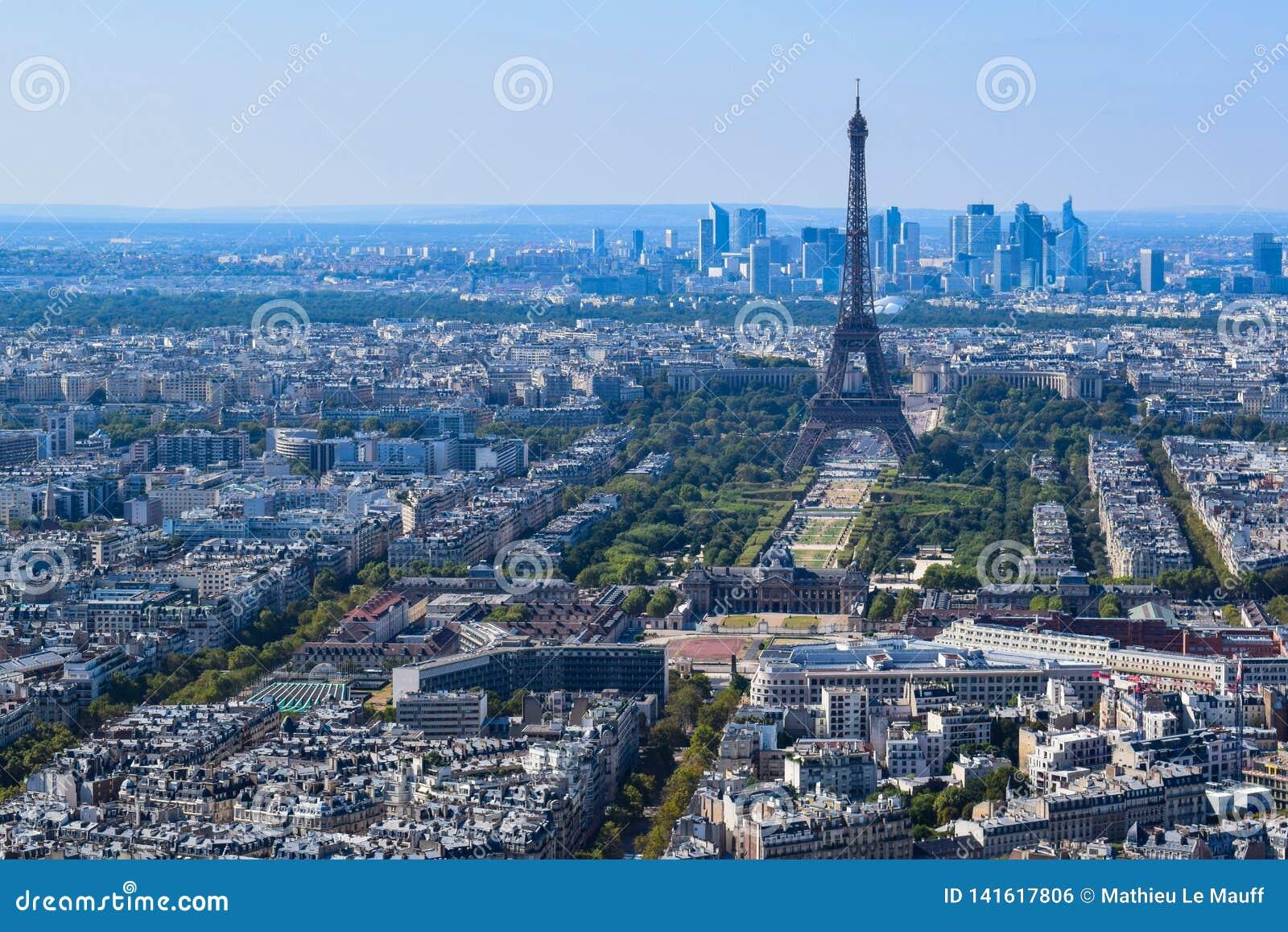 Torre Eiffel vista de plataforma de observación de la torre de Montparnasse