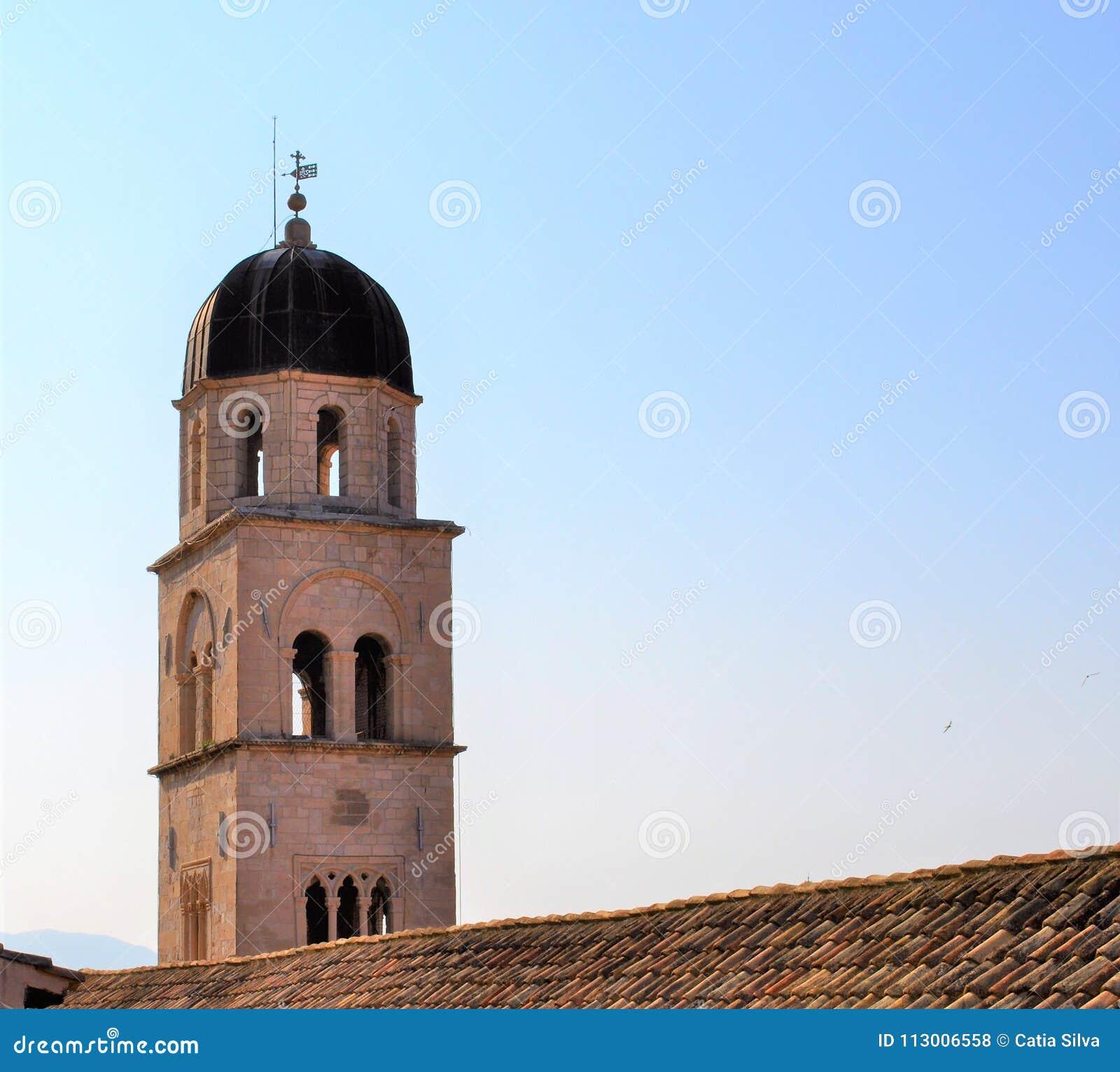 A torre - igreja e monastério Franciscan