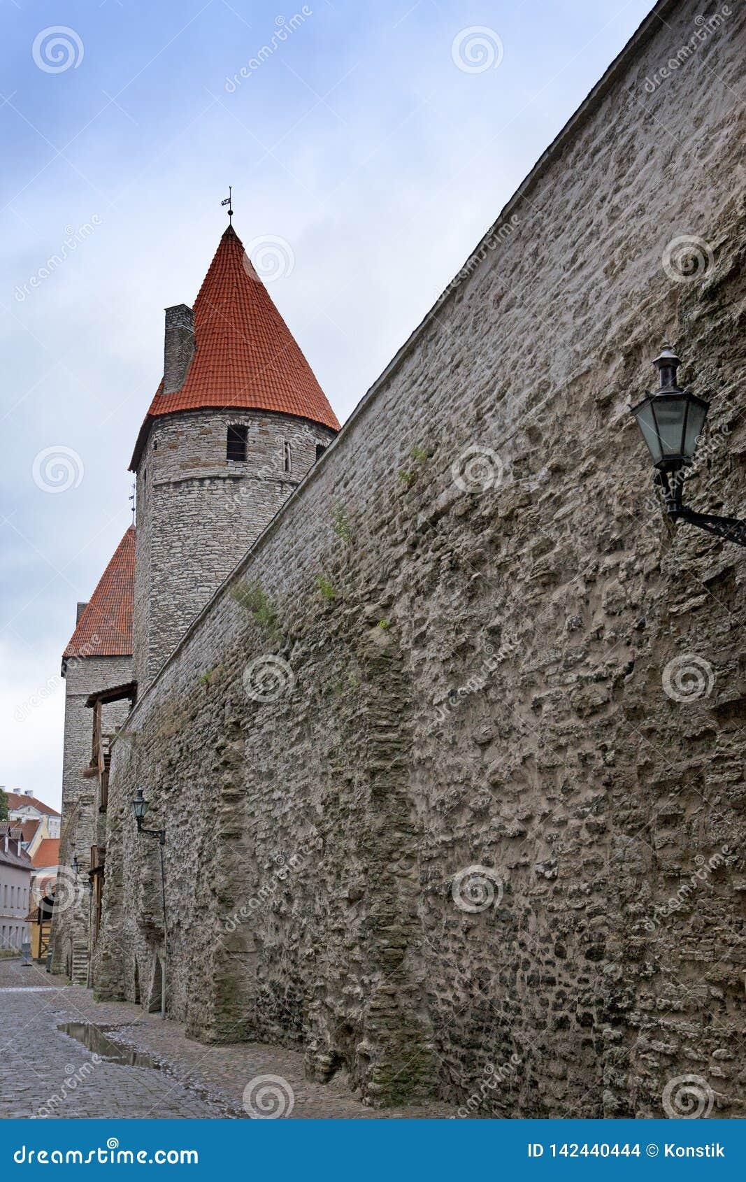 Torre medieval, pieza de la pared de la ciudad, Tallinn, Estonia
