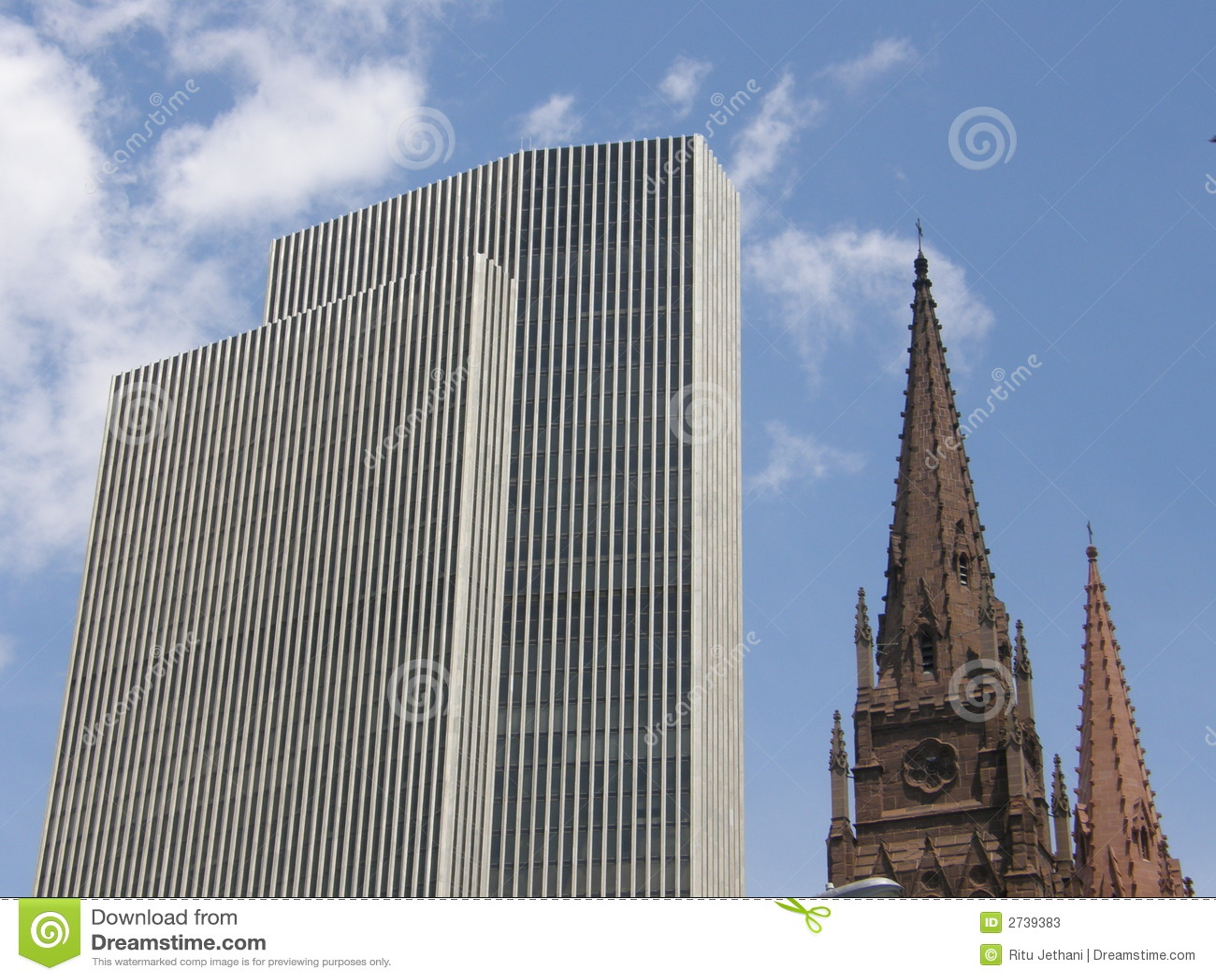 Torre y iglesia de Corning