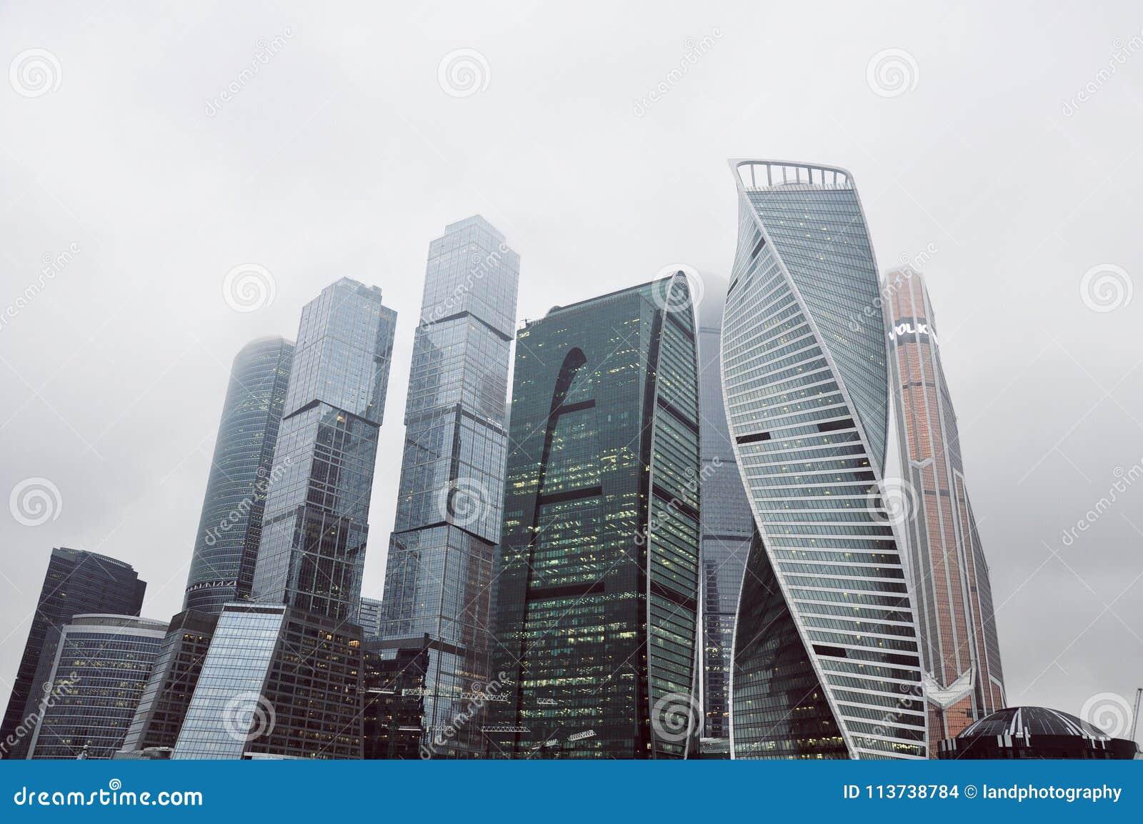 Torres da cidade do grande negócio em Moscou