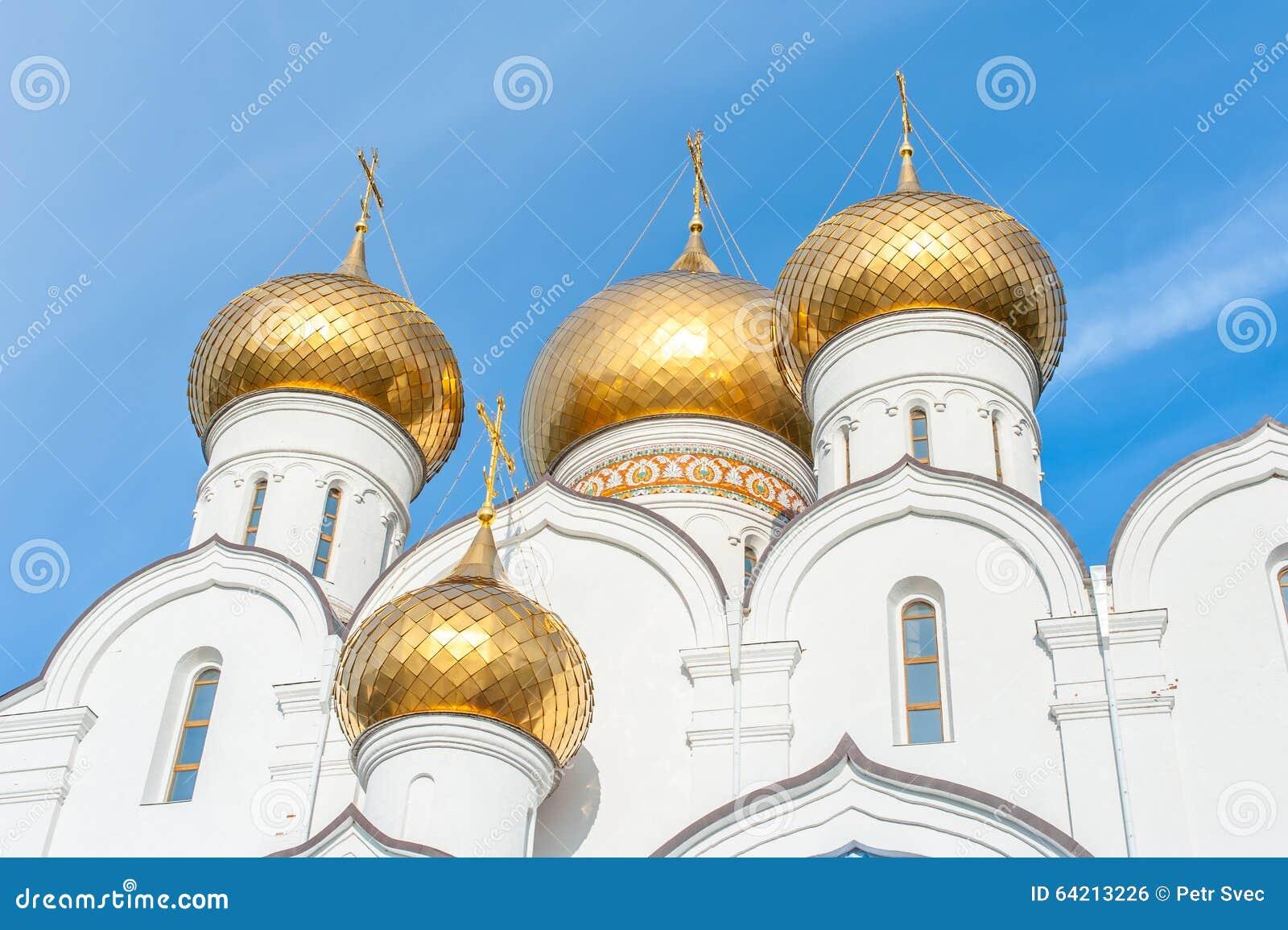 Torres de iglesia adornadas