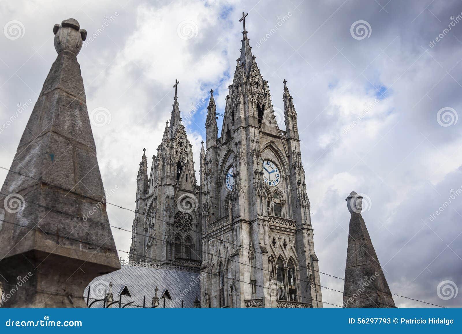 Torres de la basílica de Quito