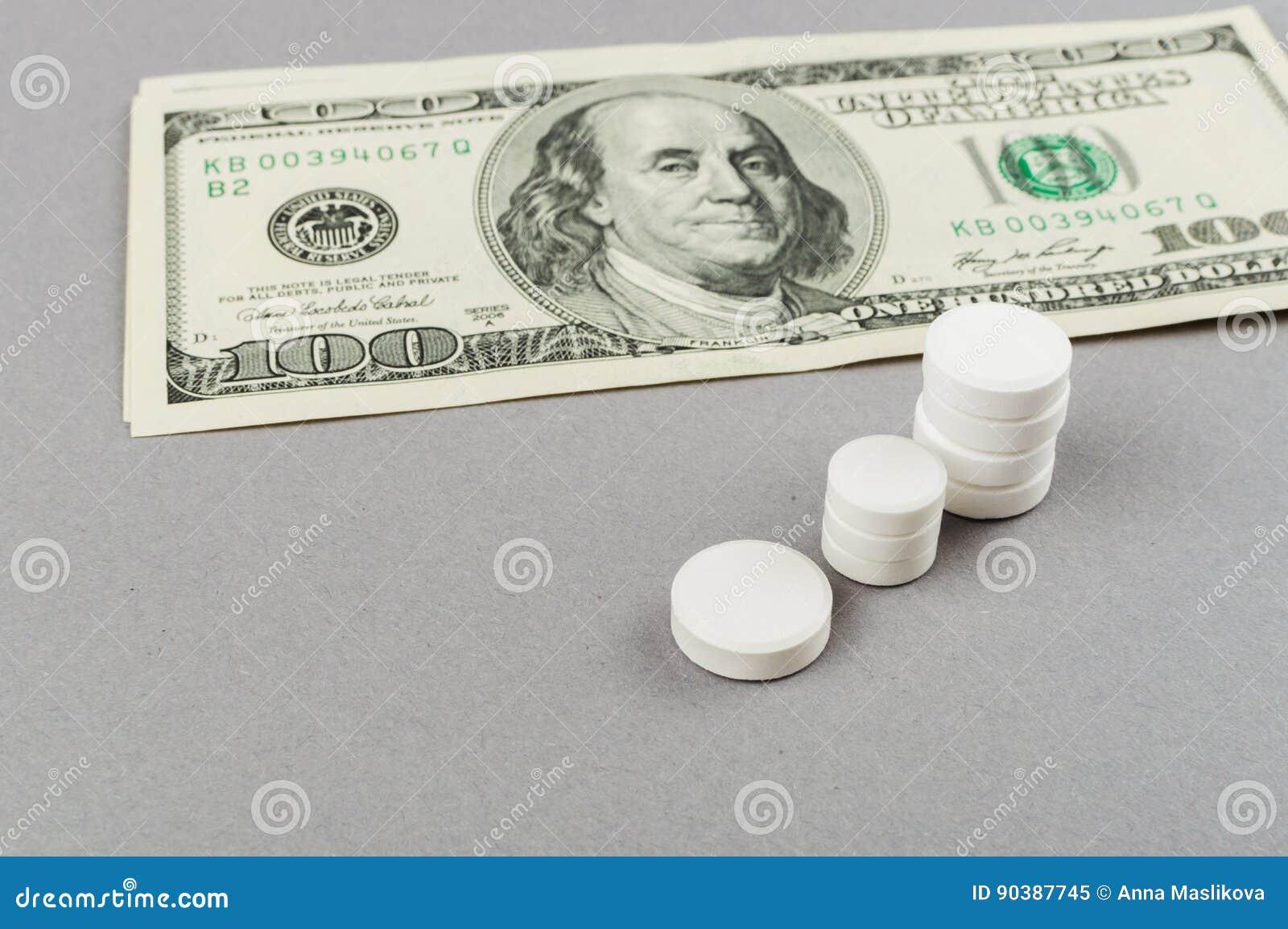 Torres de las píldoras - levantamiento de tomar píldoras Concepto MÉDICO