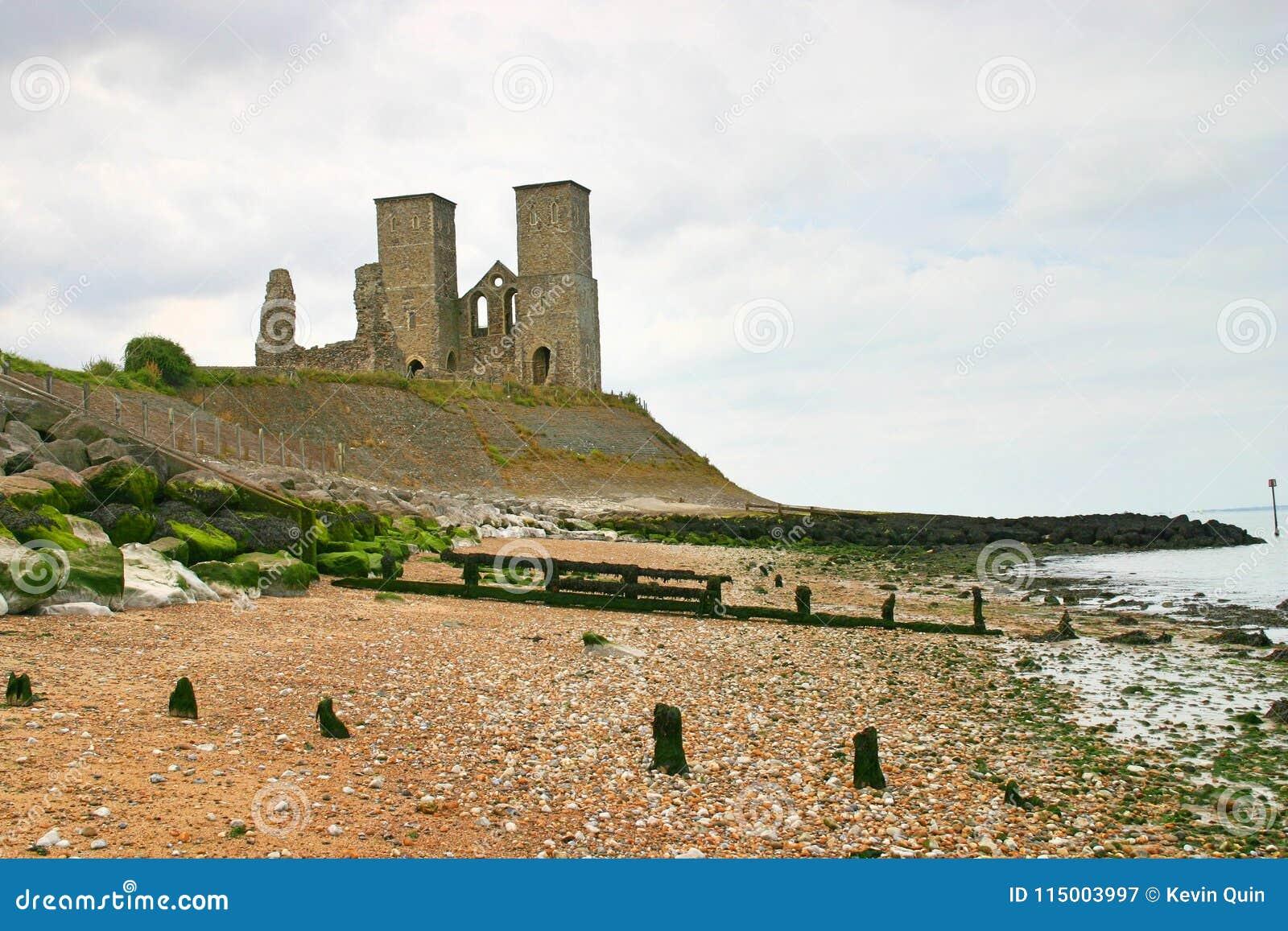 Torres de Recolver e praia circunvizinha