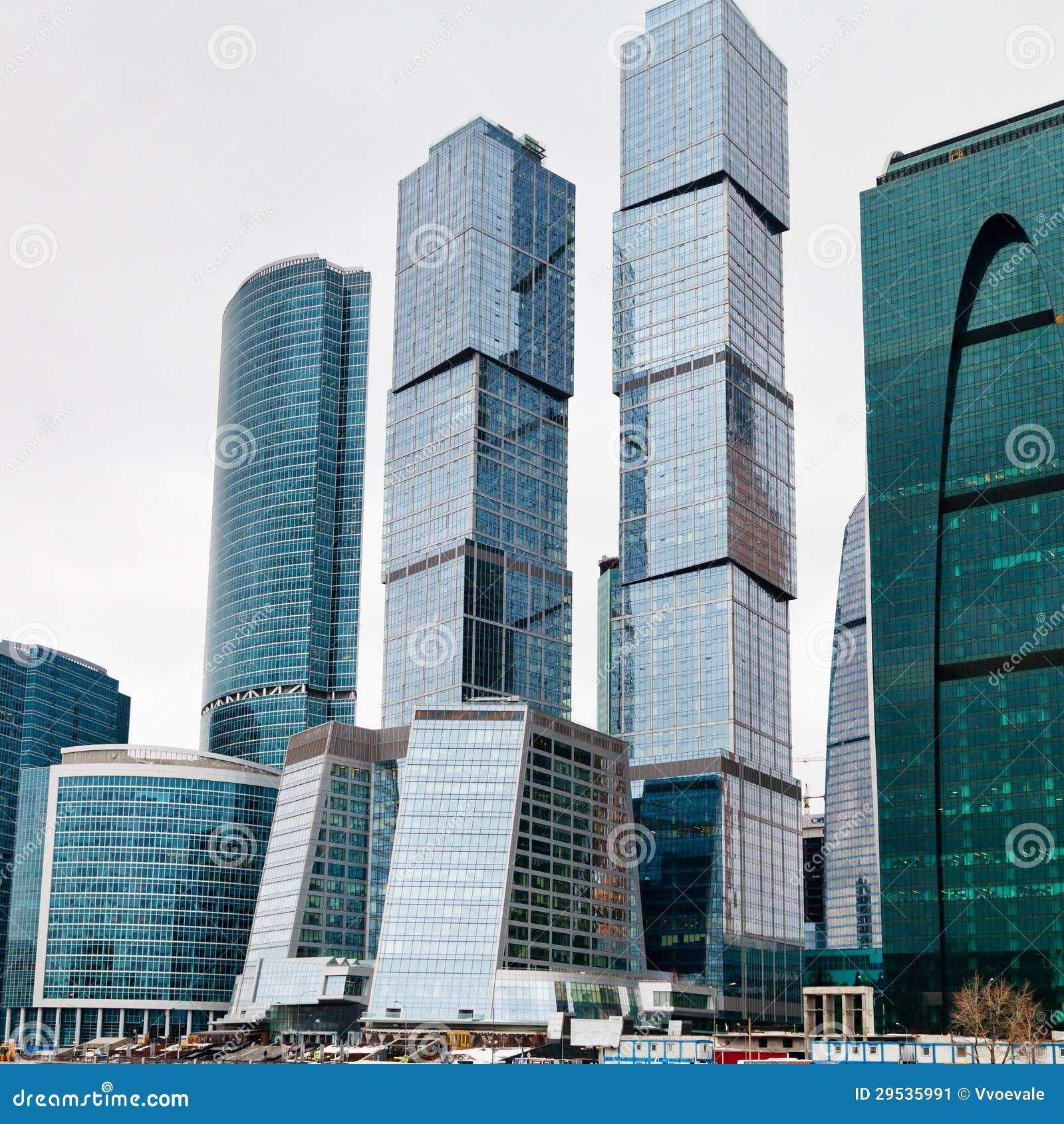 Torres de vidro novas da cidade de Moscovo