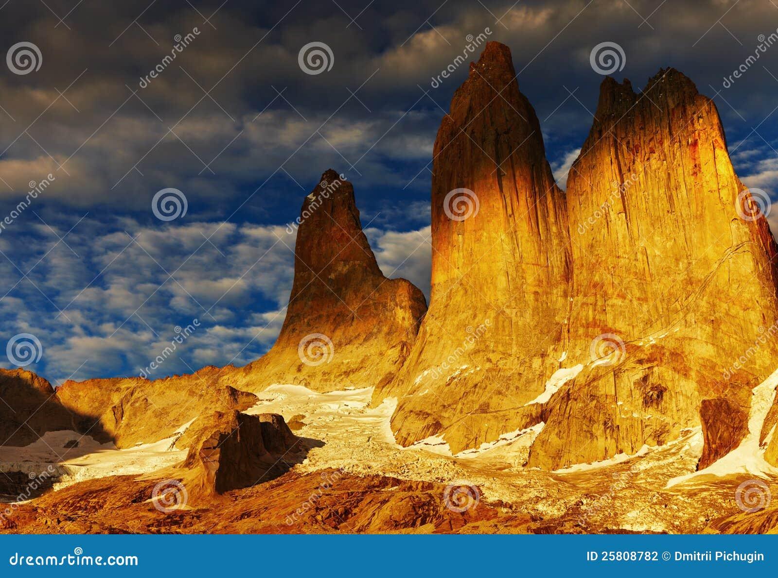 Torres del paine au lever de soleil