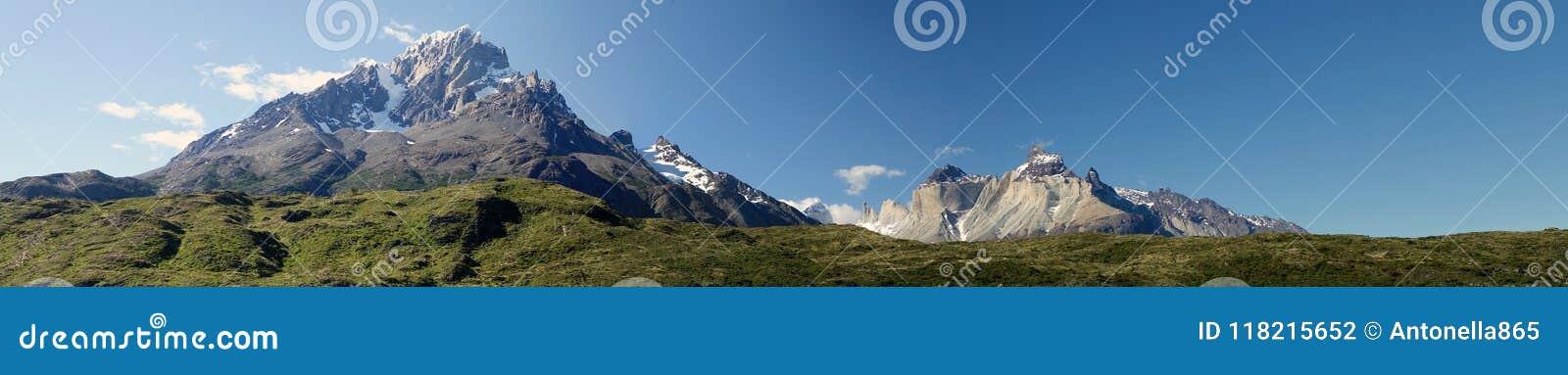 Torres del Piane no parque nacional de Torres del Paine, região de Magallanes, o Chile do sul
