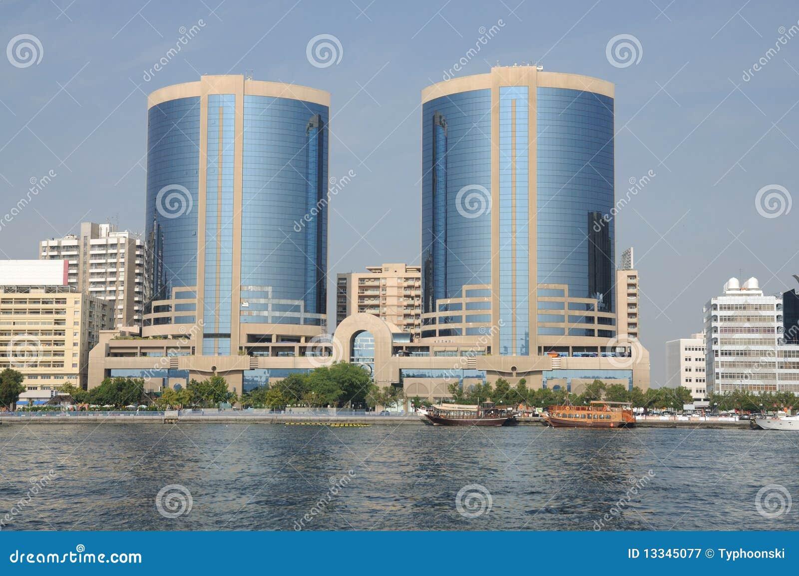 Torres gémeas em Dubai Creek