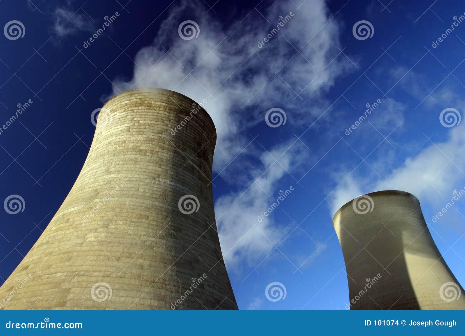 Torres refrigerando, central eléctrica