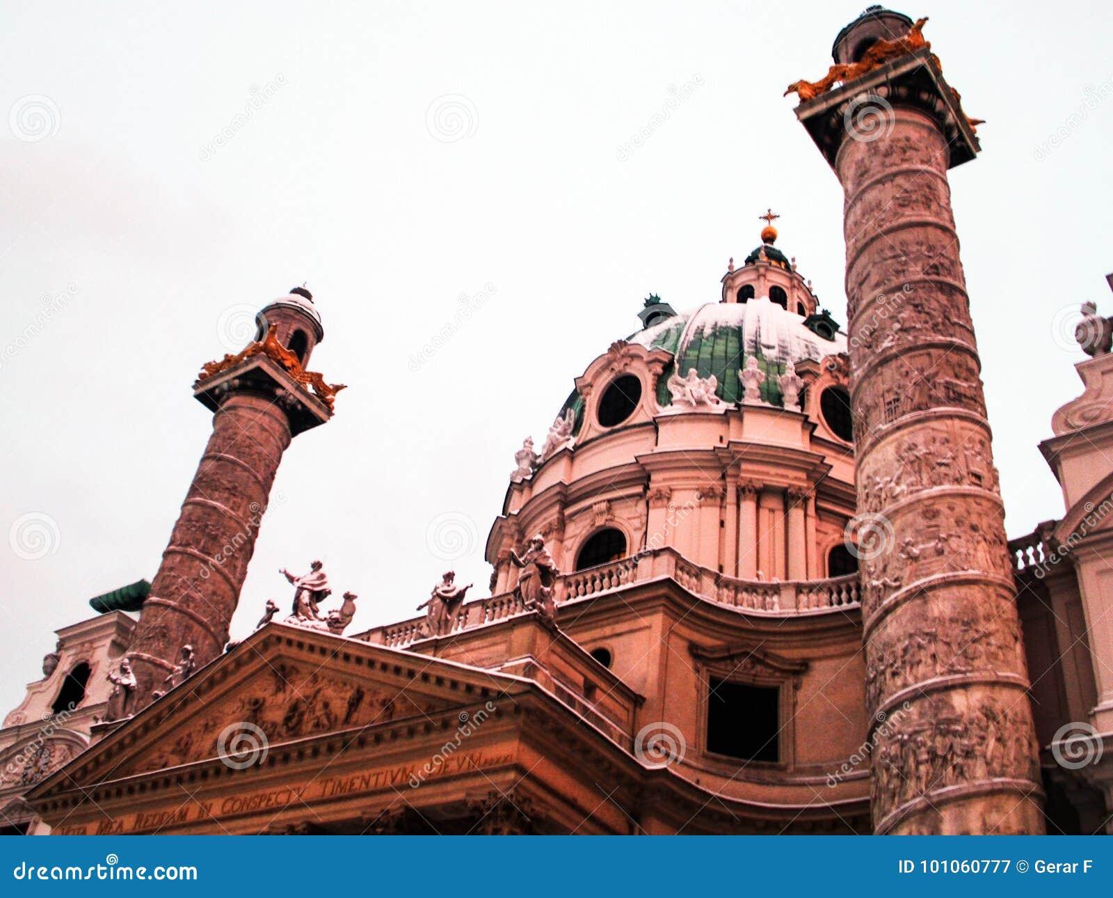 Torres y bóveda de Karlskirche