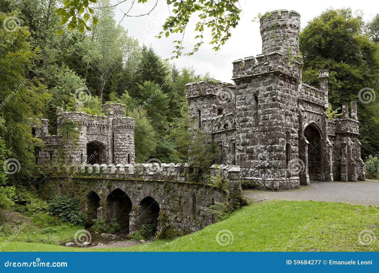 Torres y entrada de Ballysaggartmore en Waterford en Irlanda Europa