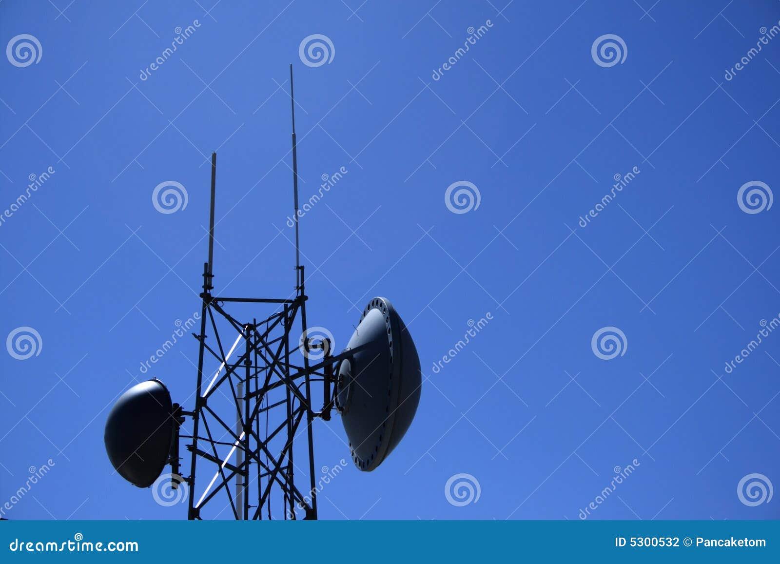 Download Torretta Di Antenna Di A Microonde Fotografia Stock - Immagine di antenna, copia: 5300532