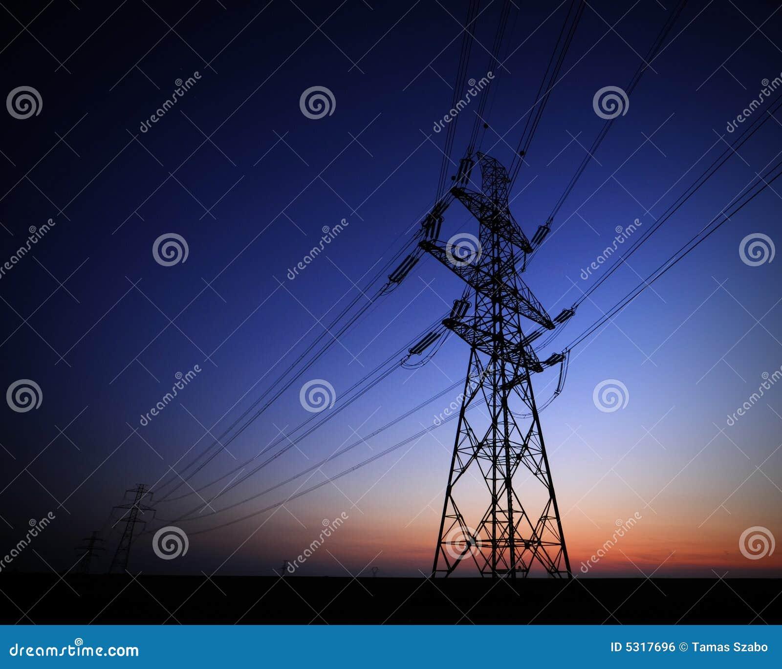 Download Torretta Elettrica Ad Alta Tensione Fotografia Stock - Immagine di stazione, potenza: 5317696