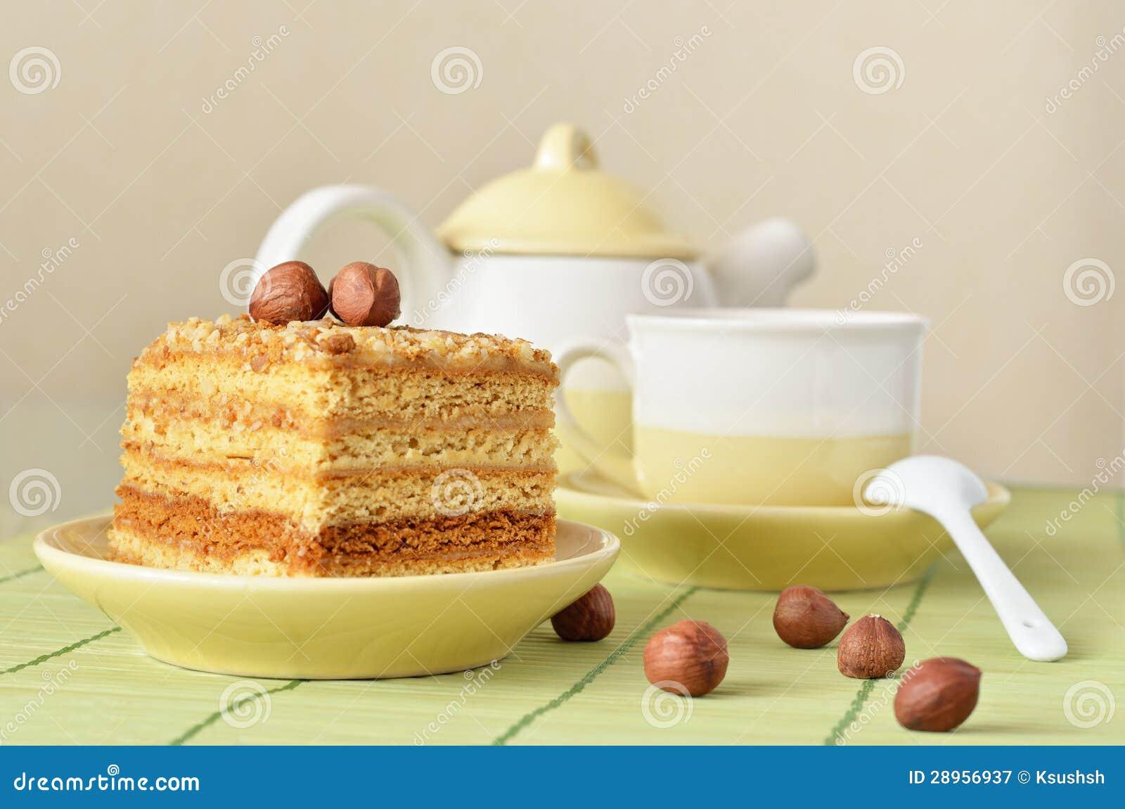 Tort i filiżanka kawy