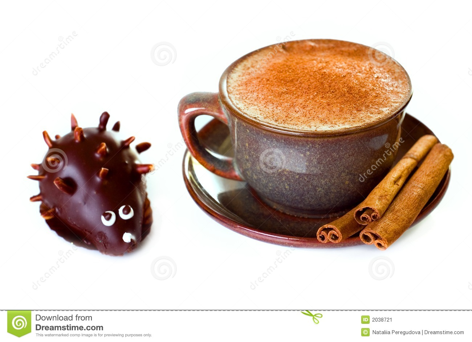 Tort kawowy kształt jeża cynamon