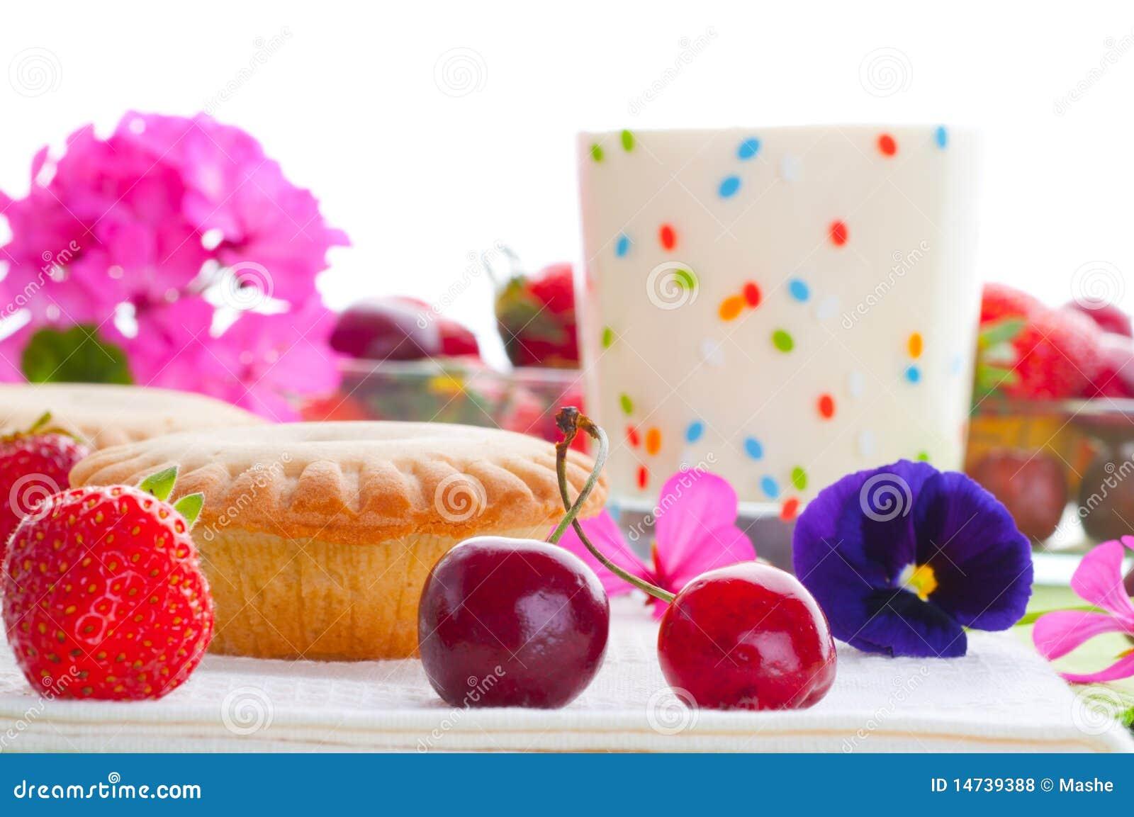 Torta Con La Decorazione Della Frutta Fresca Fotografia