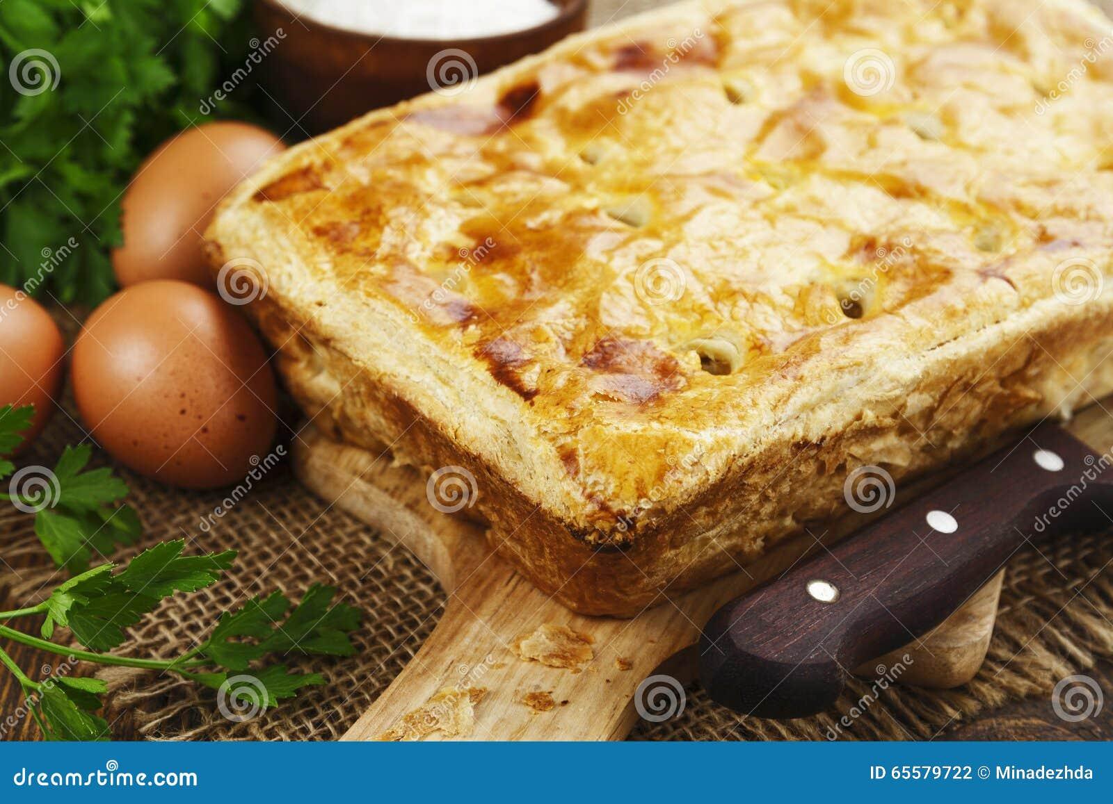 Torta da massa folhada com couve