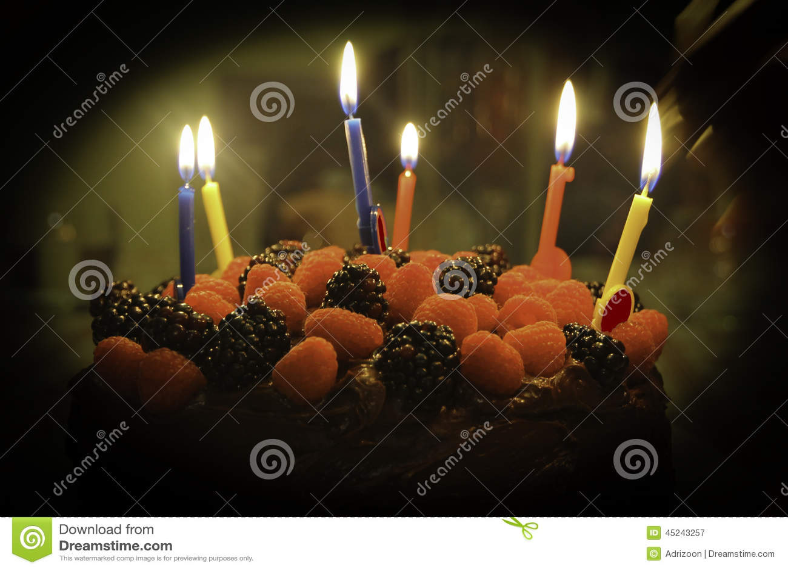 Torta de chocolate de la fresa del feliz cumpleaños