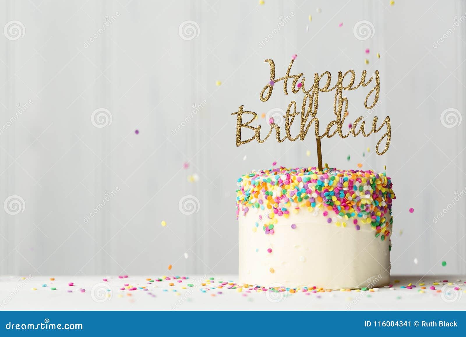 Torta de cumpleaños con la bandera del oro