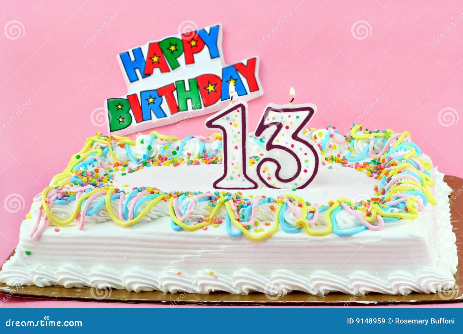 Torta de cumpleaños con las velas del Lit del número 13
