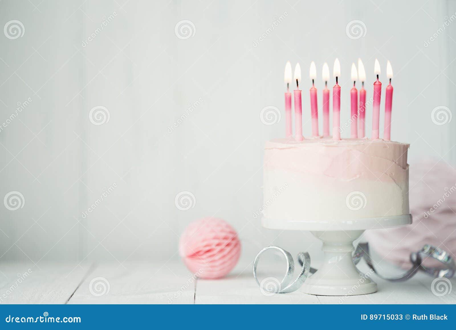 Torta de cumpleaños en colores pastel