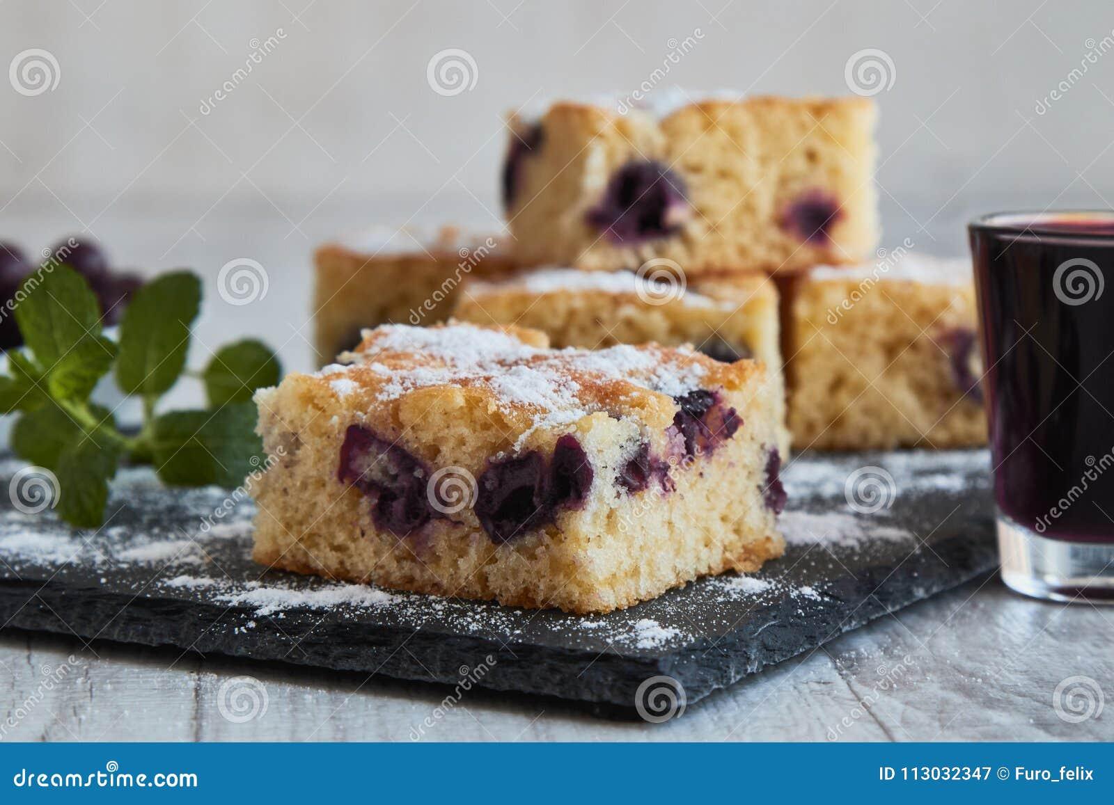 Torta de la cereza con el azúcar