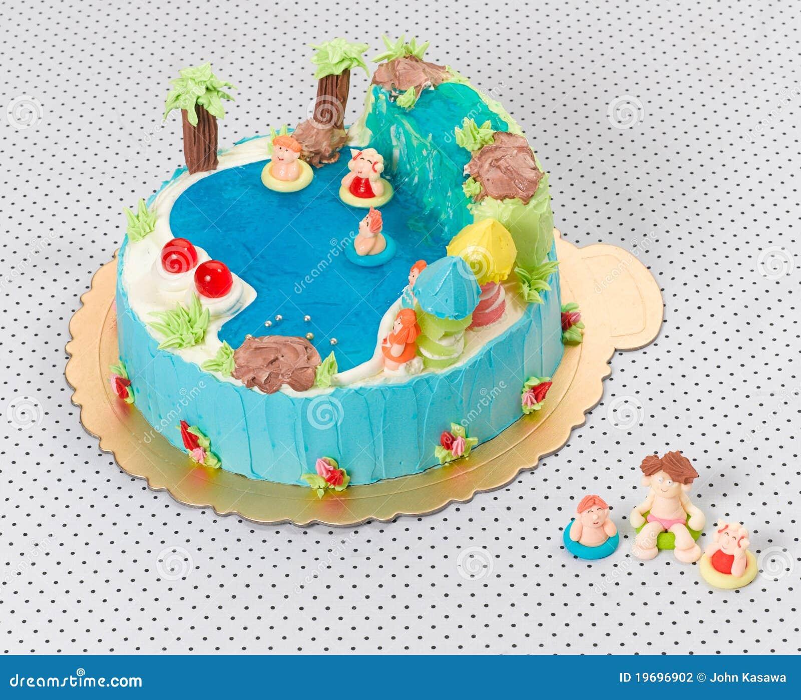 Torta De La Piscina Del Cumpleanos De Los Ninos Foto De Archivo