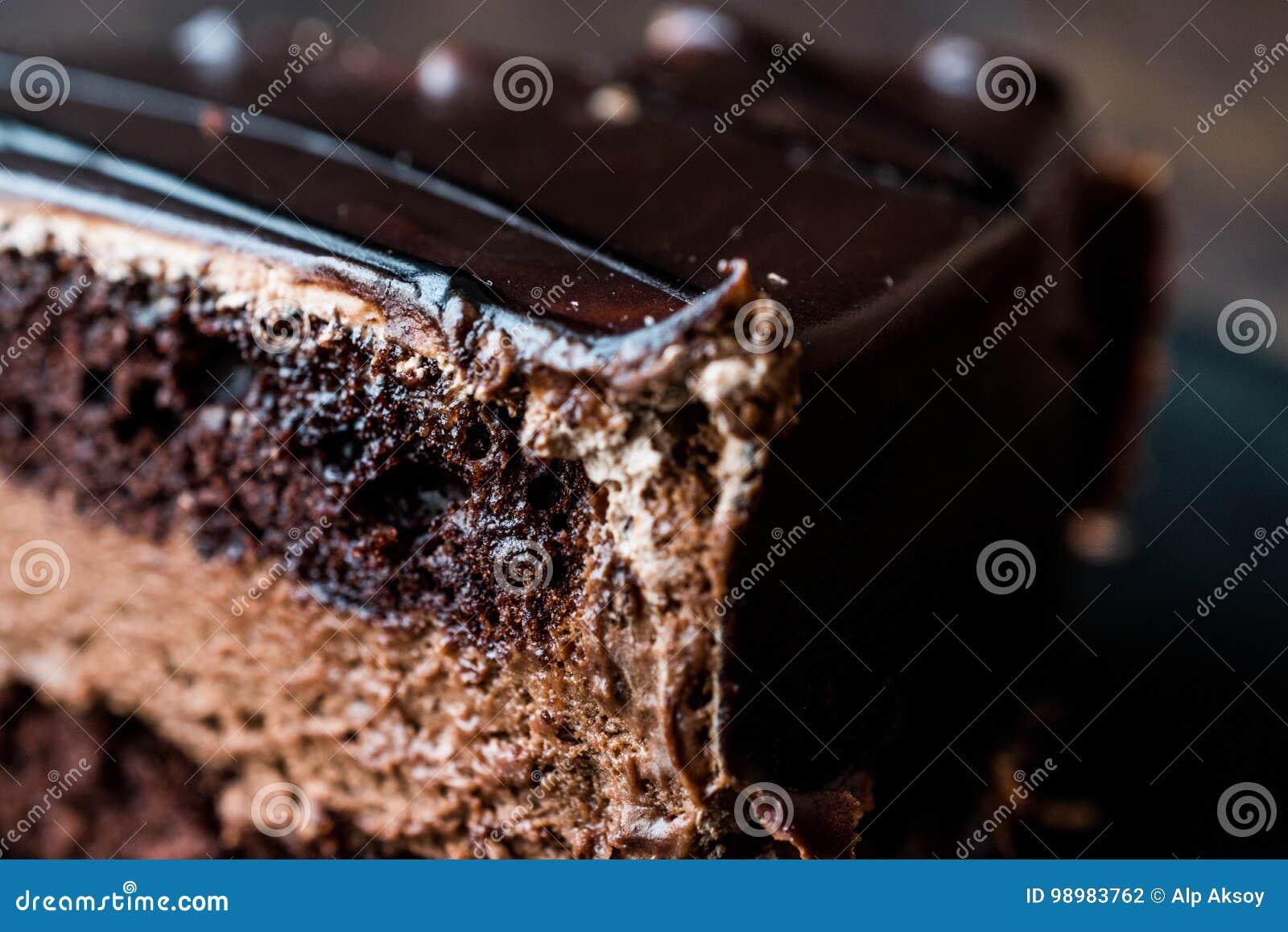 Torta de los diablos con el chocolate en placa negra