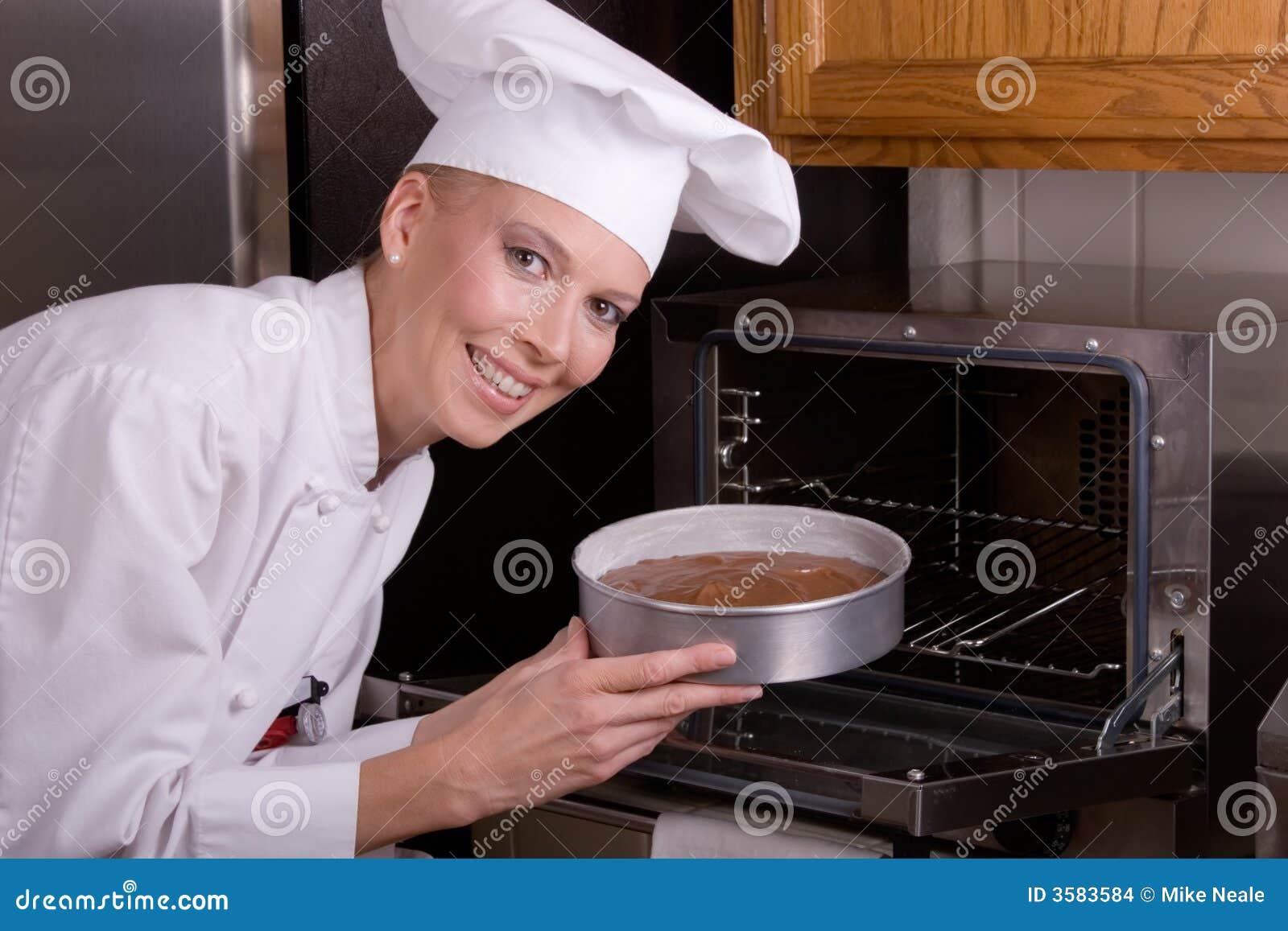 Torta de los lugares del cocinero en horno imagenes de for Hornear a blanco