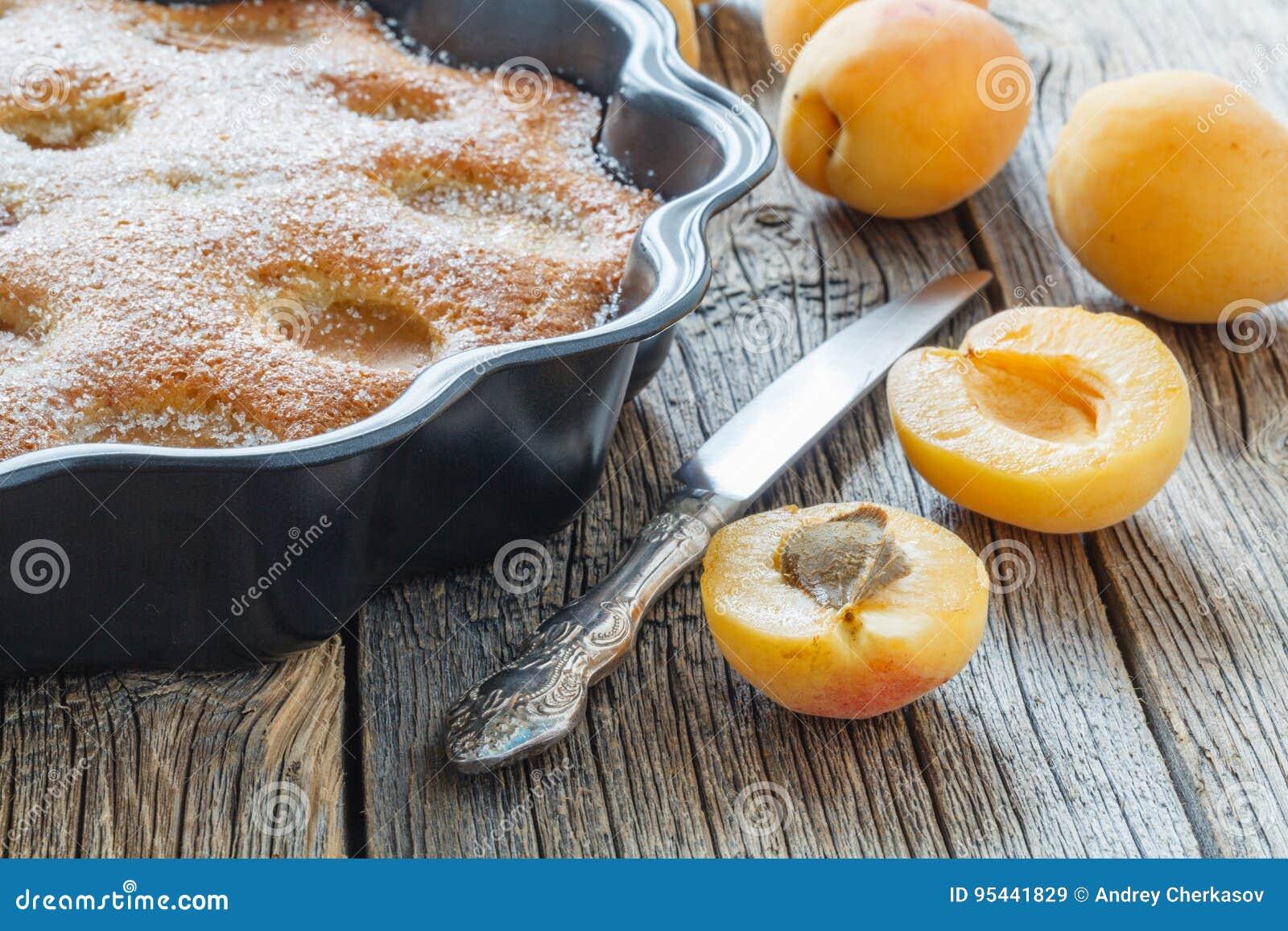Torta de miel con los albaricoques, empanada del albaricoque