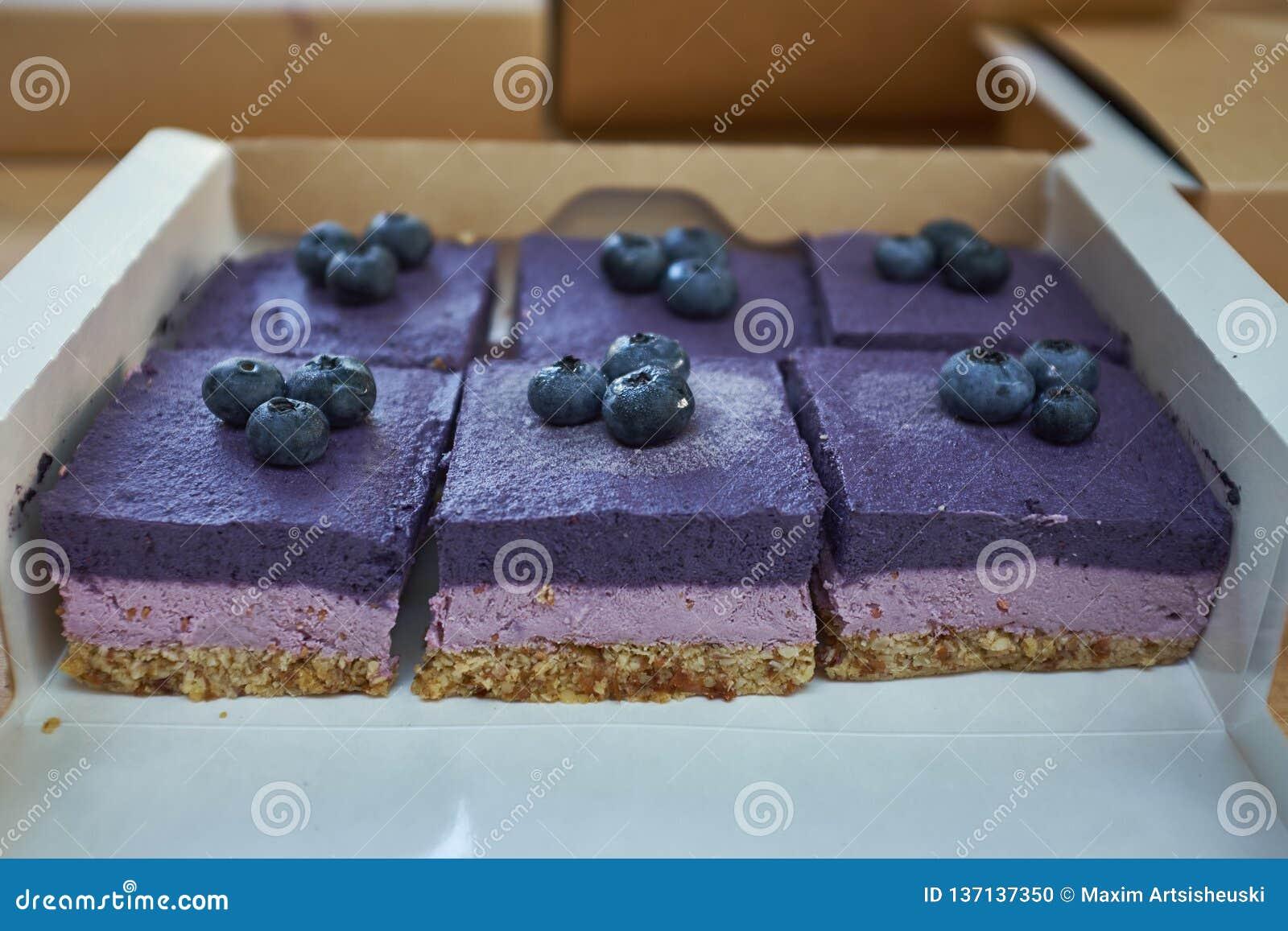 Torta del arándano con el arándano fresco en el top