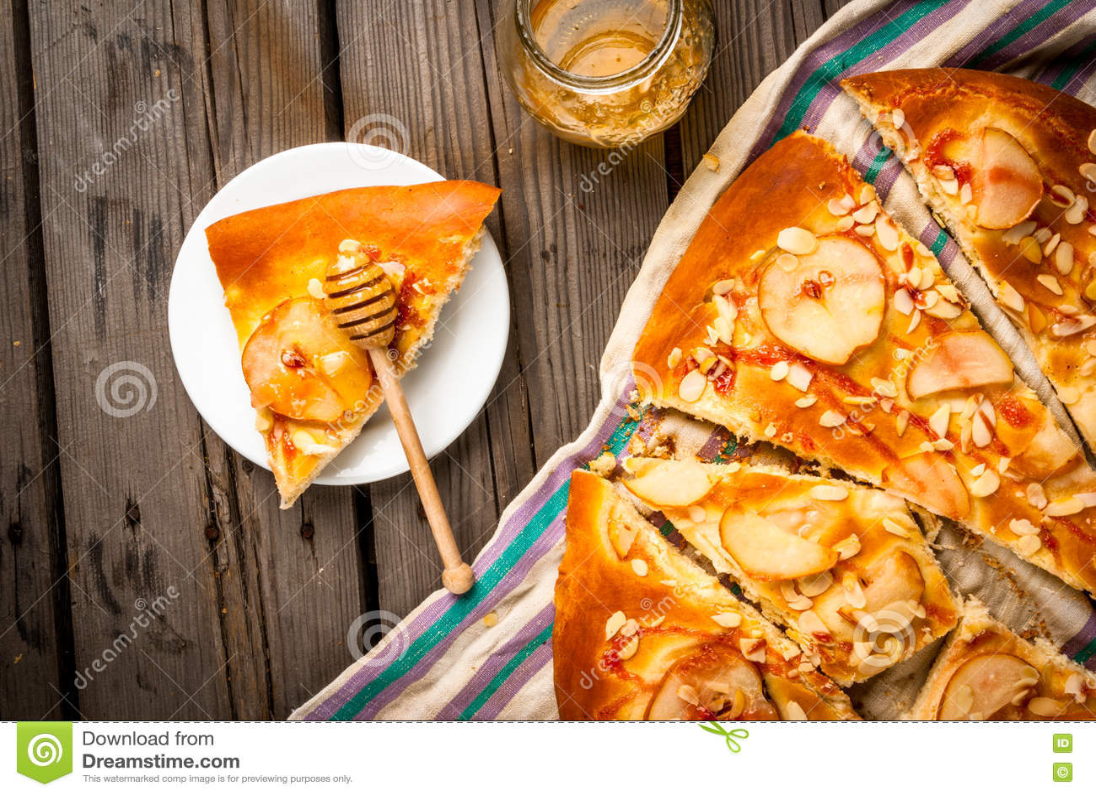 Torta Del Focaccia De La Fruta Con Las Peras Y Las Almendras Foto de archivo