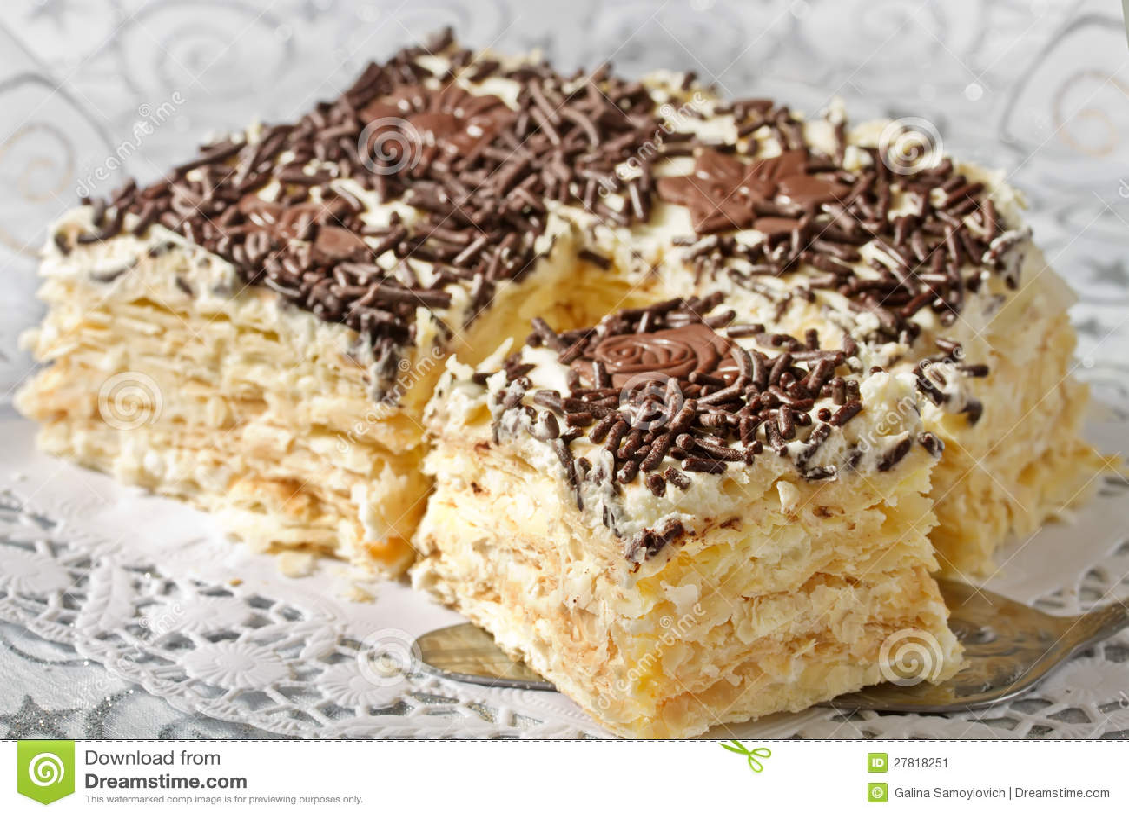 Слоеный торт со взбитыми сливками рецепт
