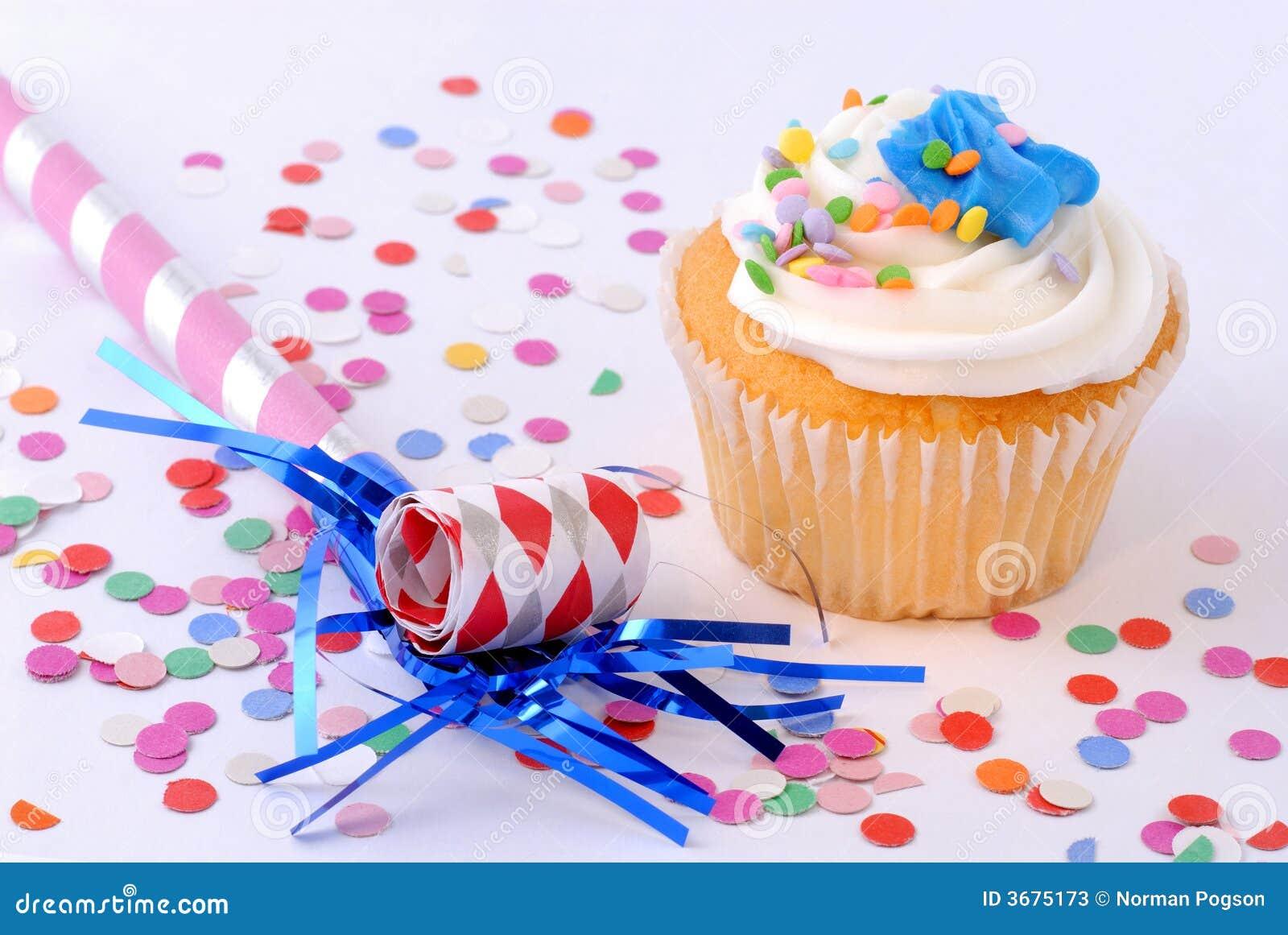 Download Torta del partito immagine stock. Immagine di glassa, spruzza - 3675173