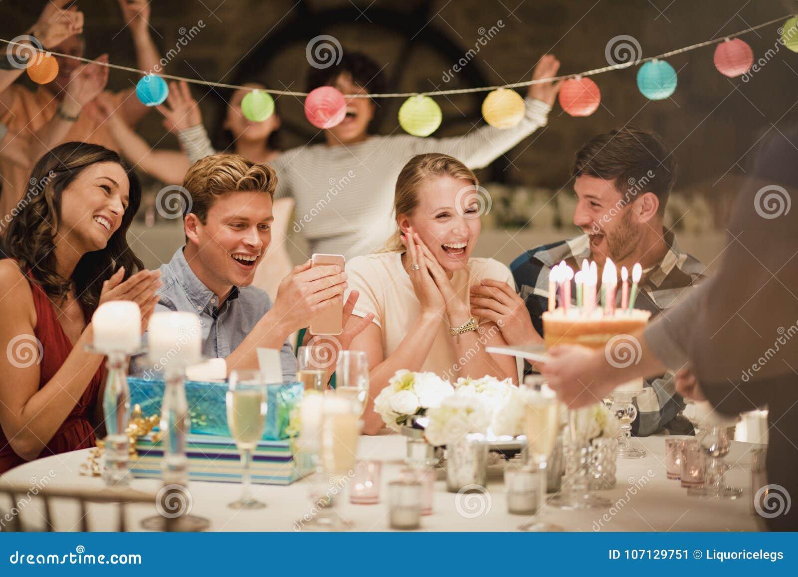 Torta di compleanno ad un partito
