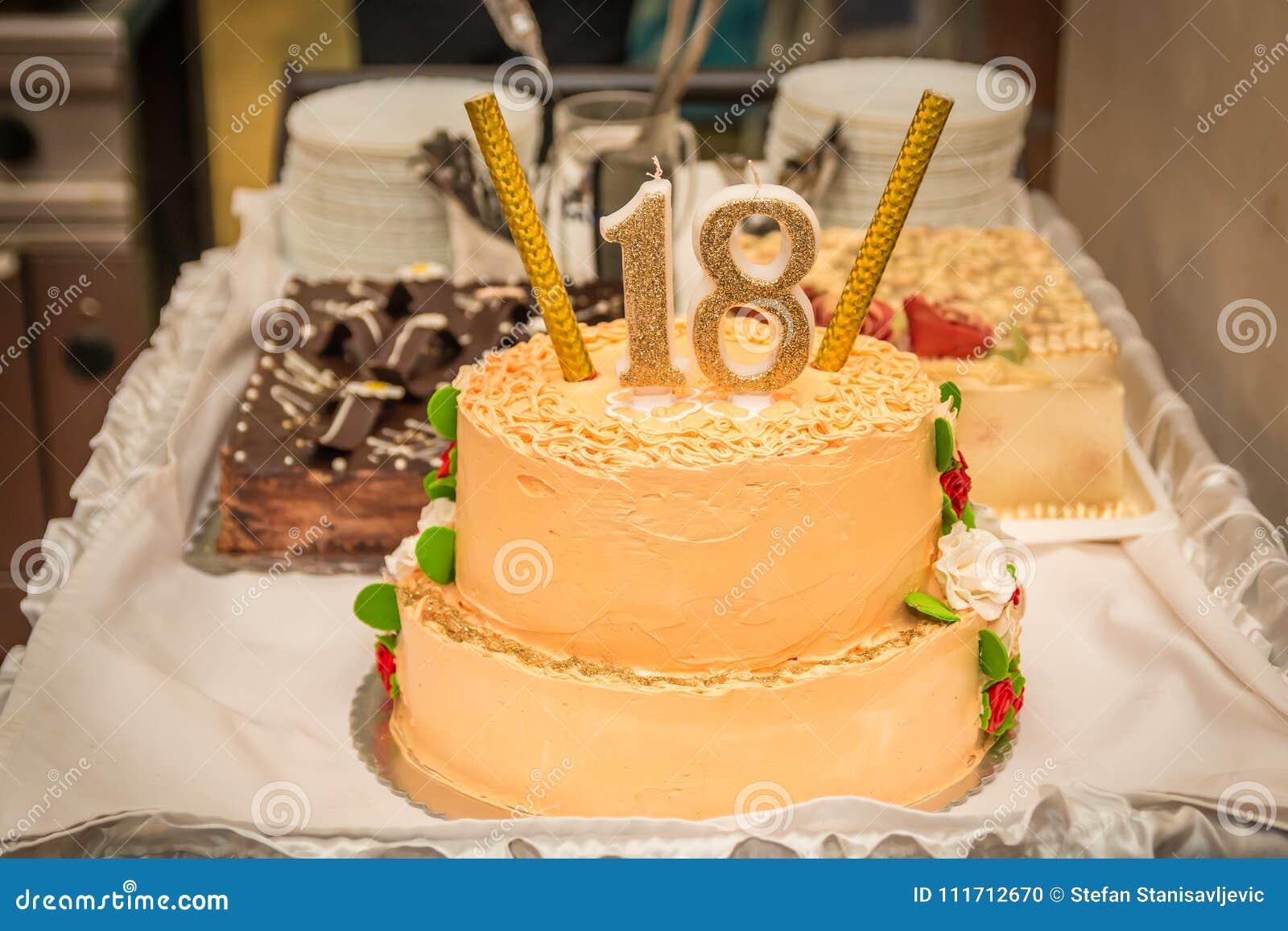 Torta Di Compleanno Con Il Numero 18 Fotografia Stock Immagine Di