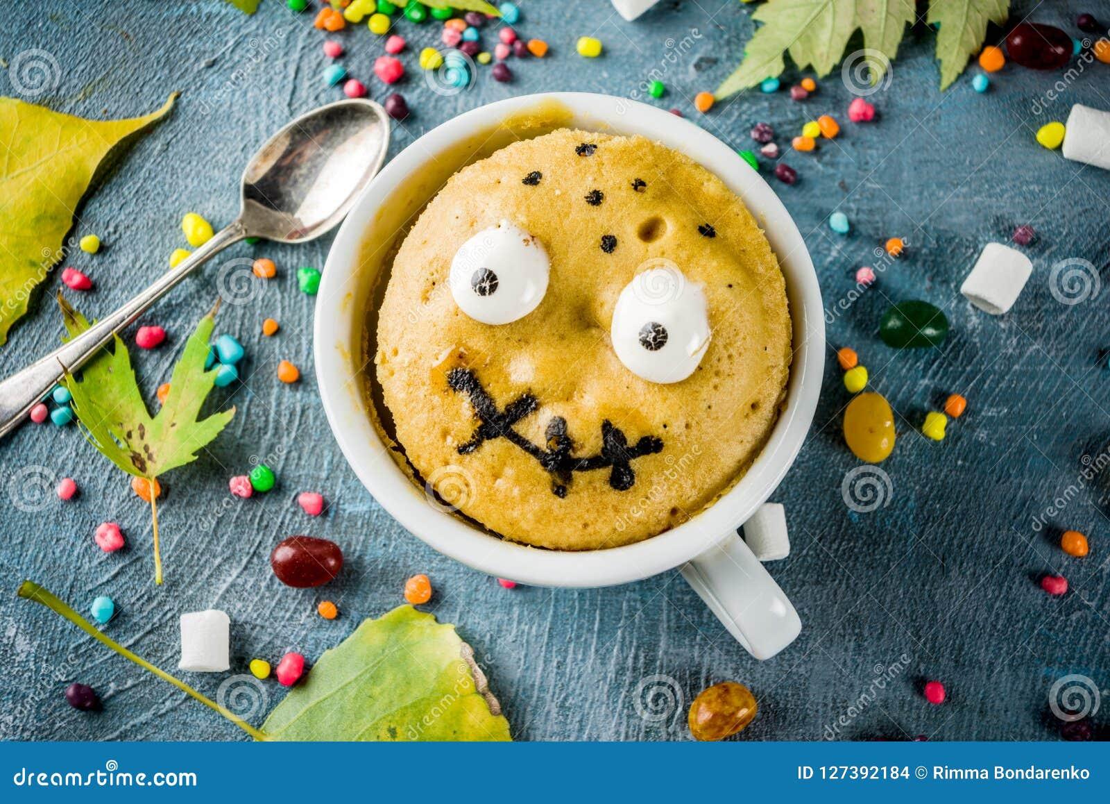 Torta divertida de la taza para Halloween