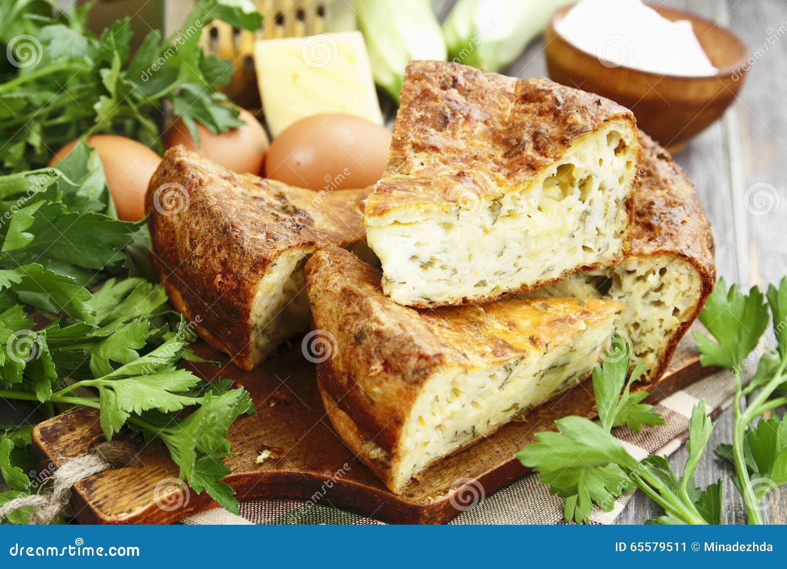 Torta do abobrinha com queijo e ervas