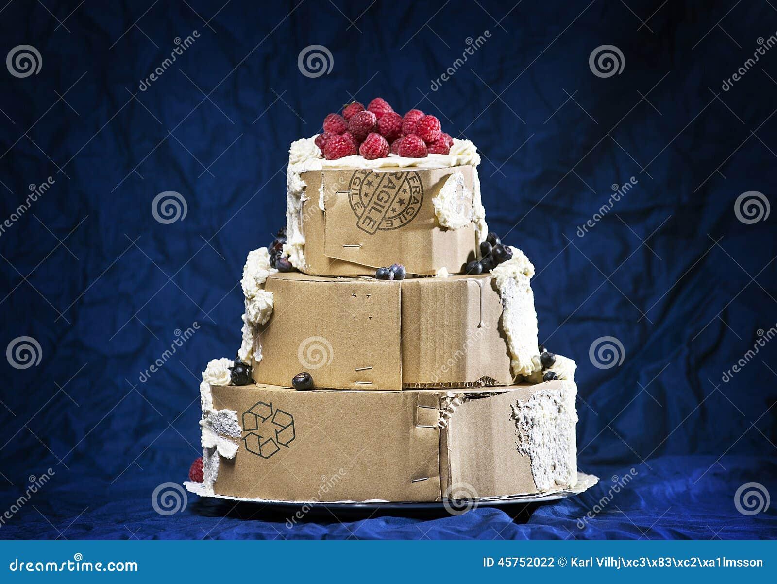 Torta Falsa Cubierta Del Cartón Con Crema Foto de archivo - Imagen ...