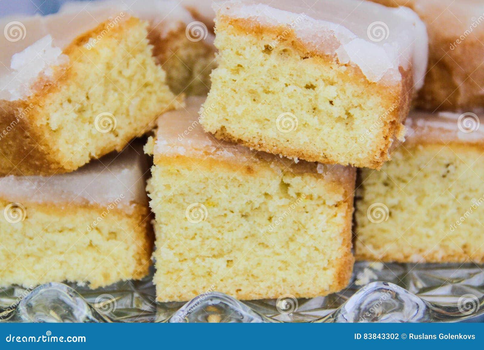 Torta recientemente cocida del limón