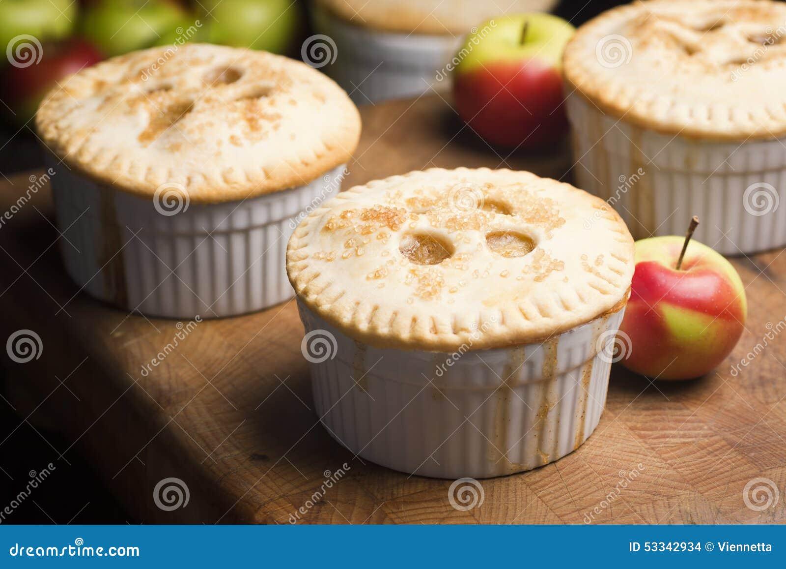 Tortas de Apple individuais diminutas