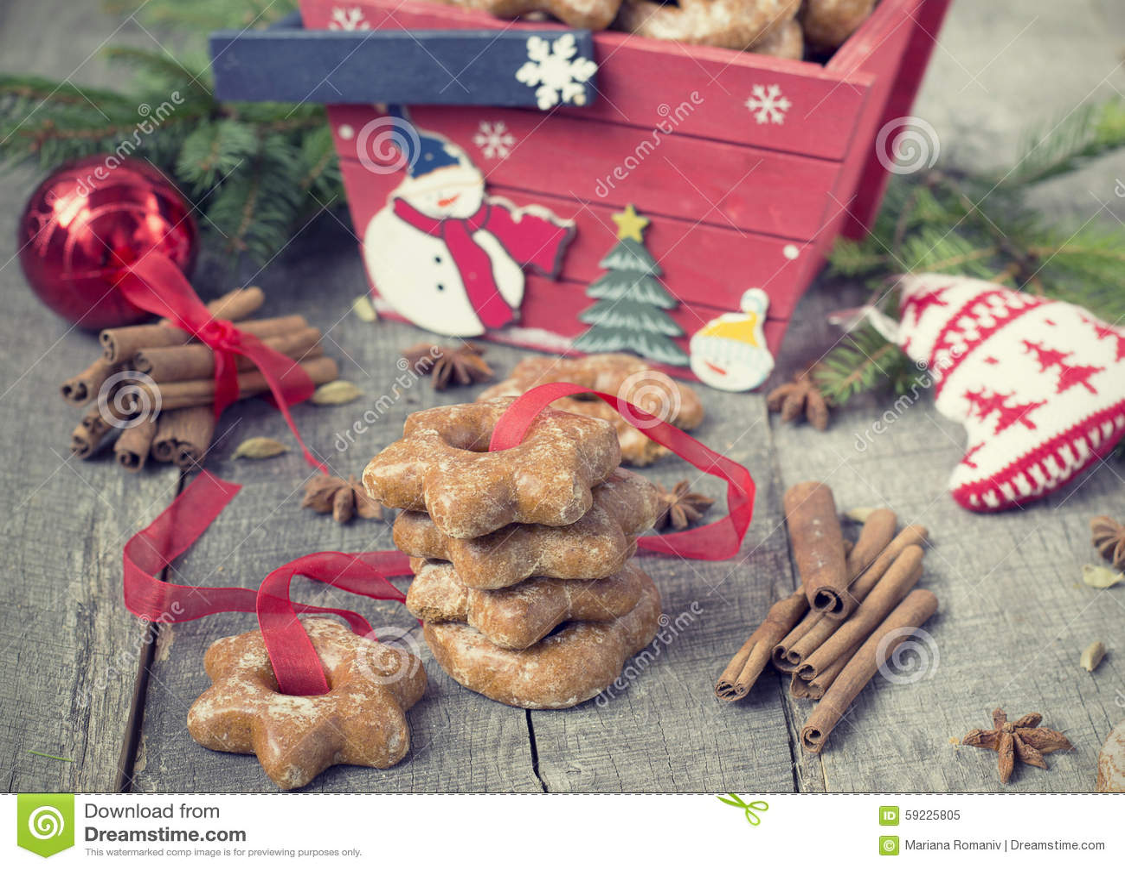 Download Tortas De Miel Con Las Especias En Un Fondo De Madera Compos De La Navidad Imagen de archivo - Imagen de símbolo, convite: 59225805