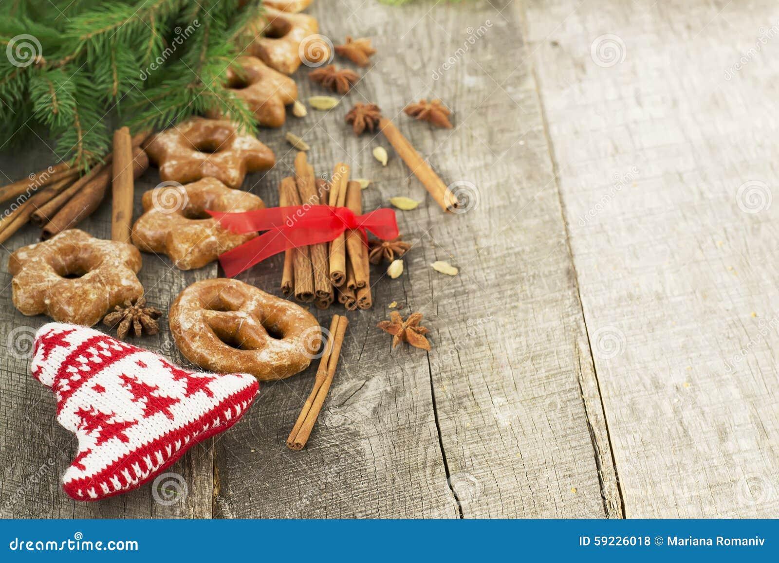 Download Tortas De Miel Con Las Especias En Un Fondo De Madera Compos De La Navidad Foto de archivo - Imagen de navidad, miel: 59226018