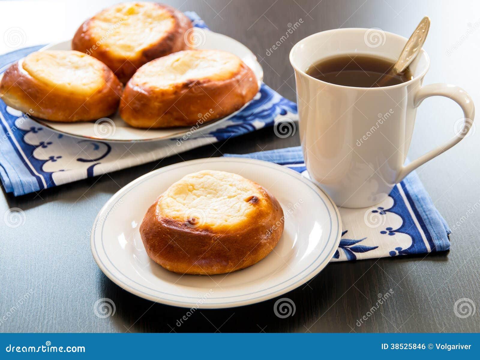 Torte della pasticceria della ricotta vatrushka in cucina for Cucina russa