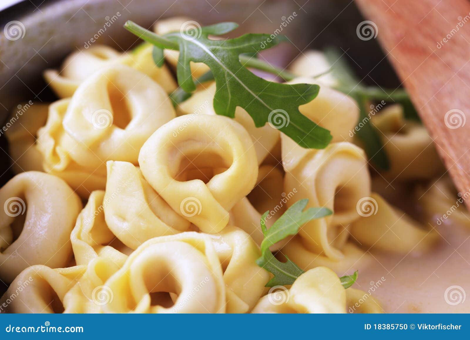 Tortellini и cream соус