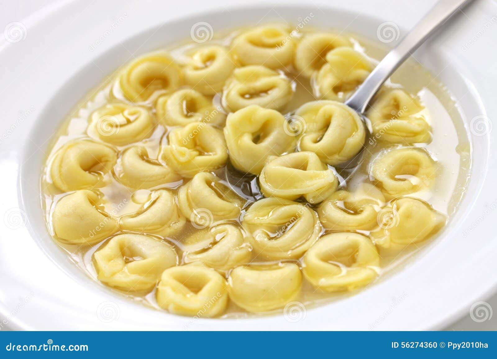 Tortellini dans le brodo cuisine italienne photo stock for Cuisine italienne