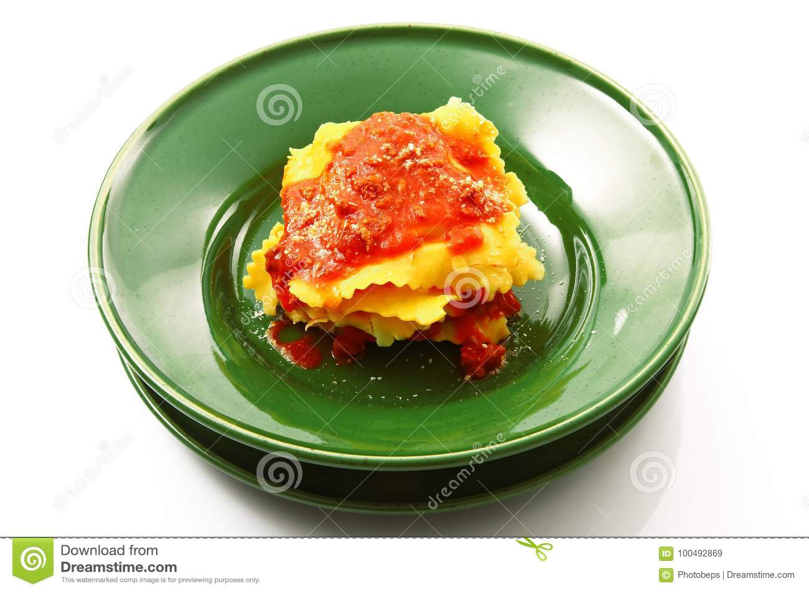 Tortelloni italiano com molho da carne