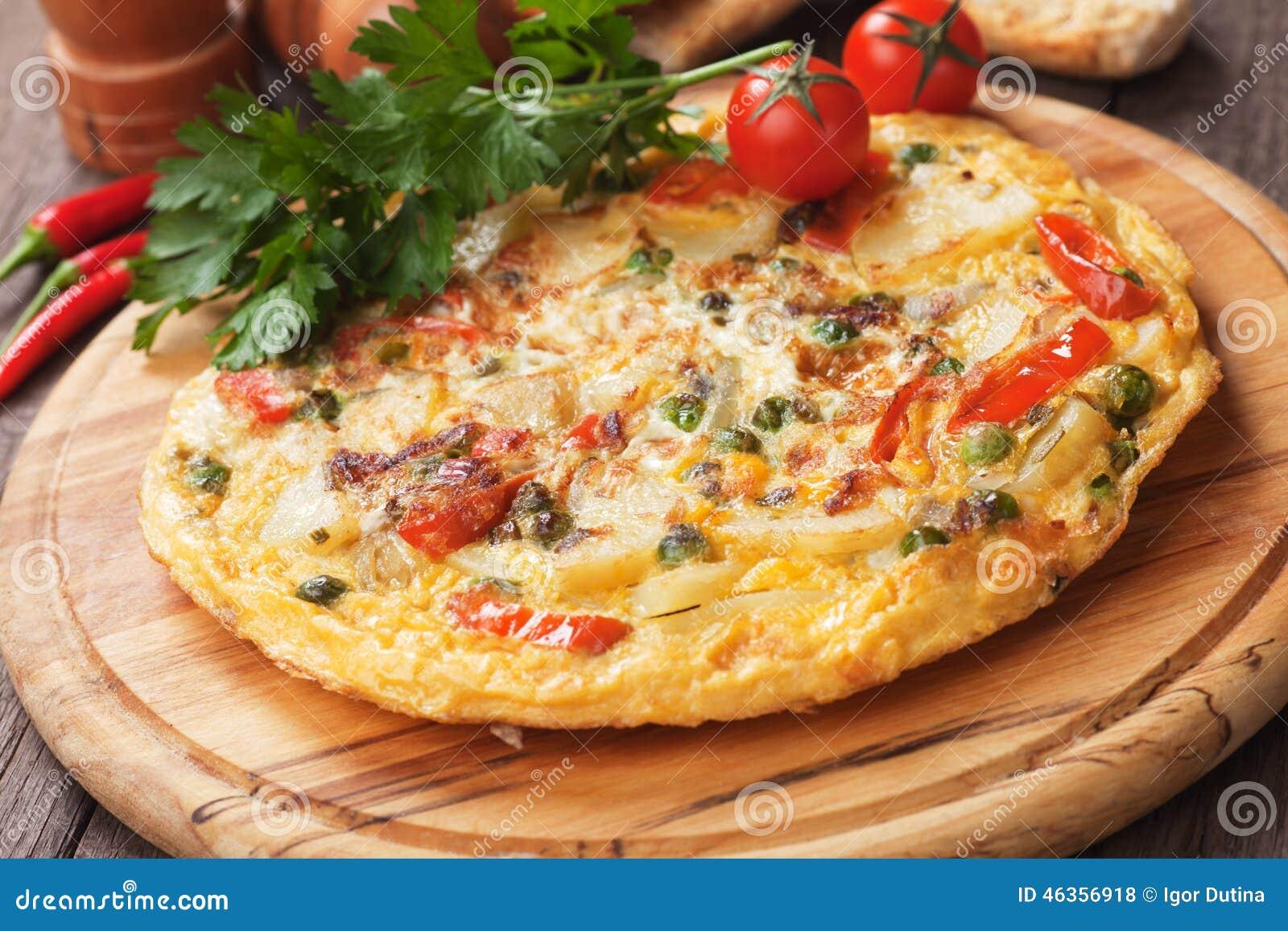 tortilla omelette espagnole avec la pomme de terre et l gumes photo stock image 46356918. Black Bedroom Furniture Sets. Home Design Ideas